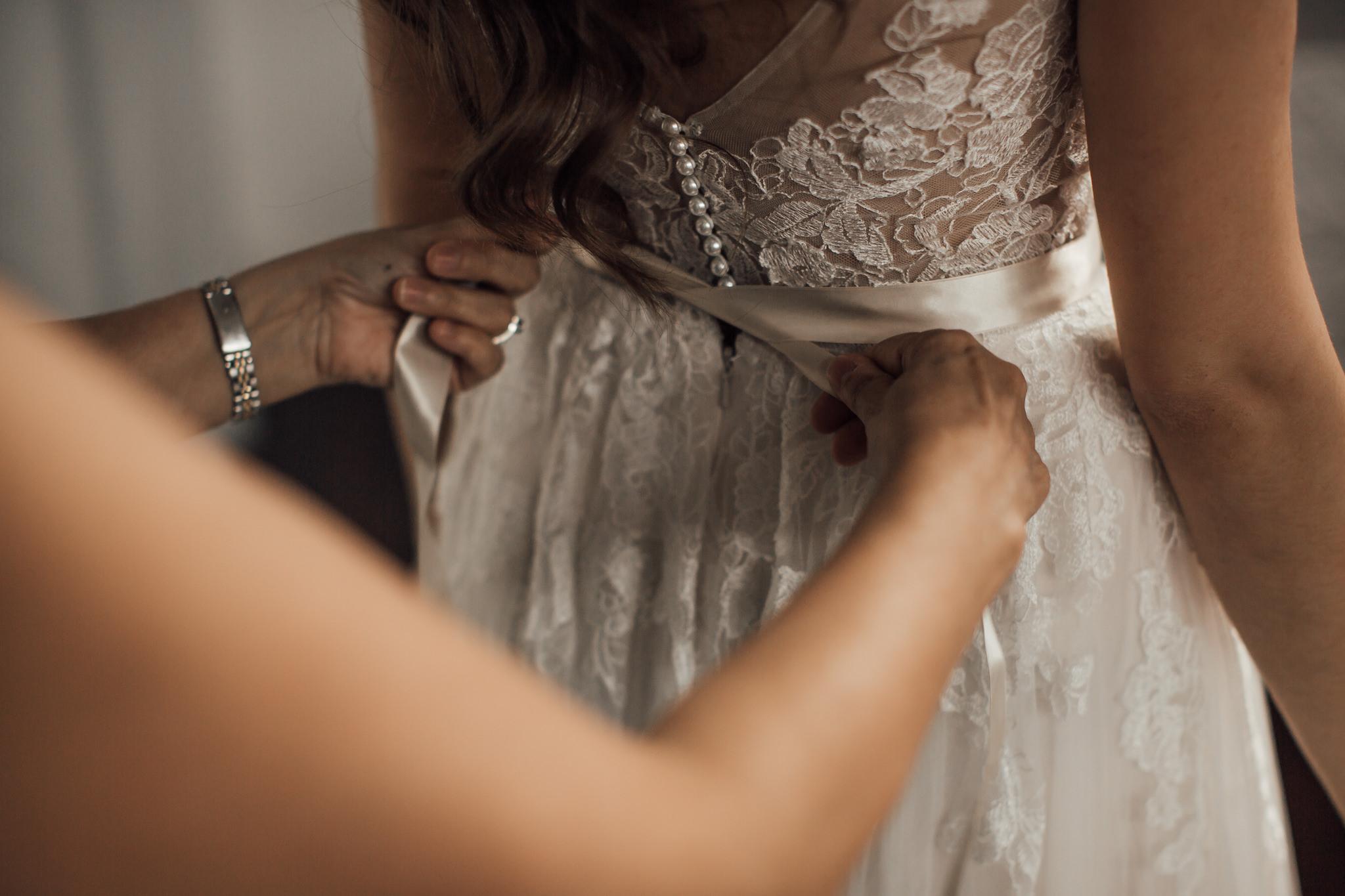 cassie-cook-photography-memphis-wedding-photographer-the-atrium-at-overton-square-10.jpg