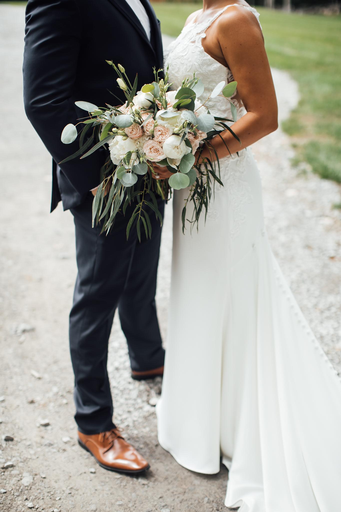 thewarmtharoundyou-murfreesboro-wedding-photographer-saddlewoodsfarms (90 of 125).jpg