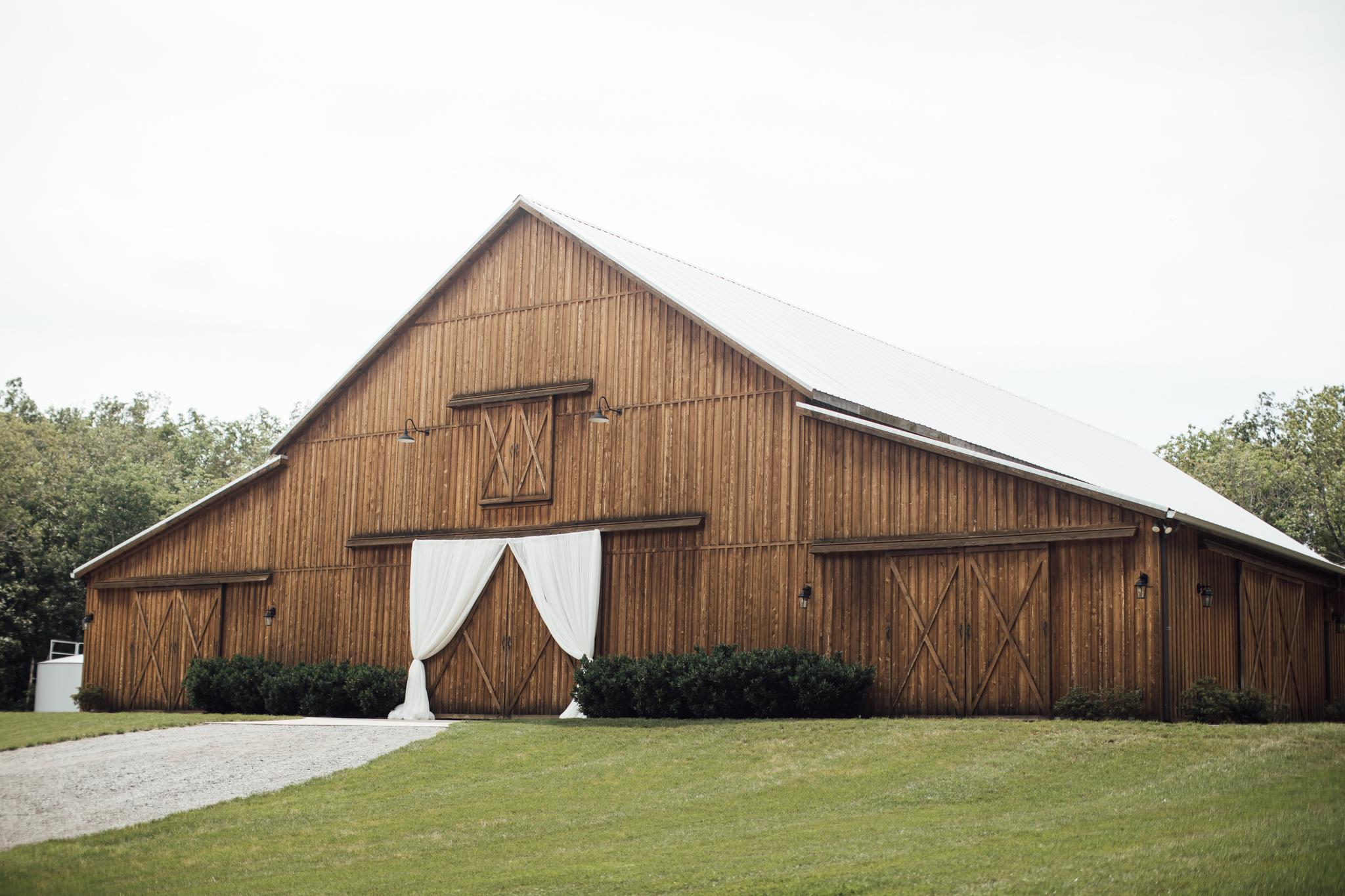 thewarmtharoundyou-murfreesboro-wedding-photographer-saddlewoodsfarms (163 of 121).jpg