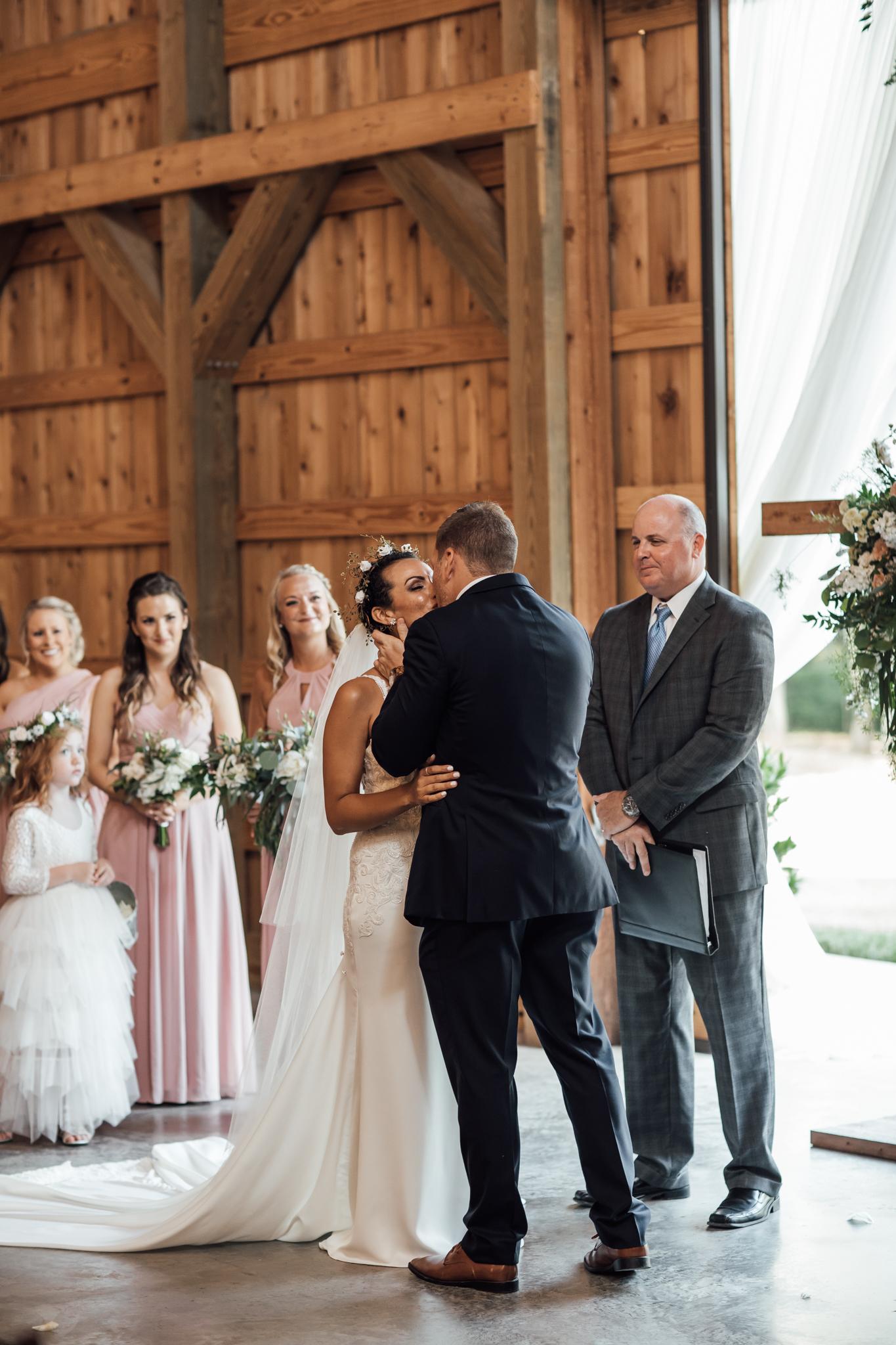 saddlewoodsfarms-nashville-wedding-photographer-thewarmtharoundyou-rustic-wedding (208 of 251).jpg