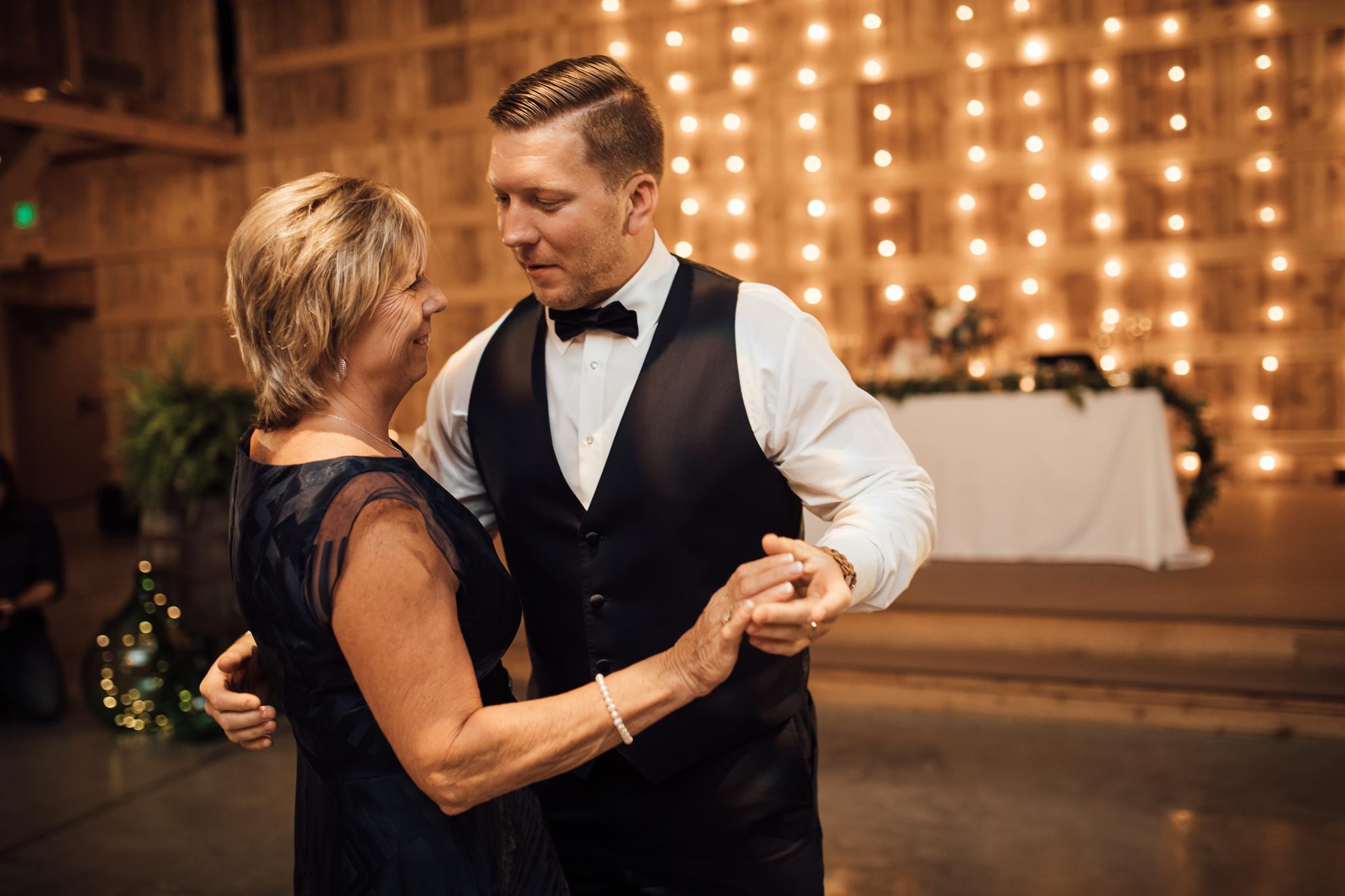 saddlewoodsfarms-nashville-wedding-photographer-thewarmtharoundyou-rustic-wedding (75 of 251).jpg