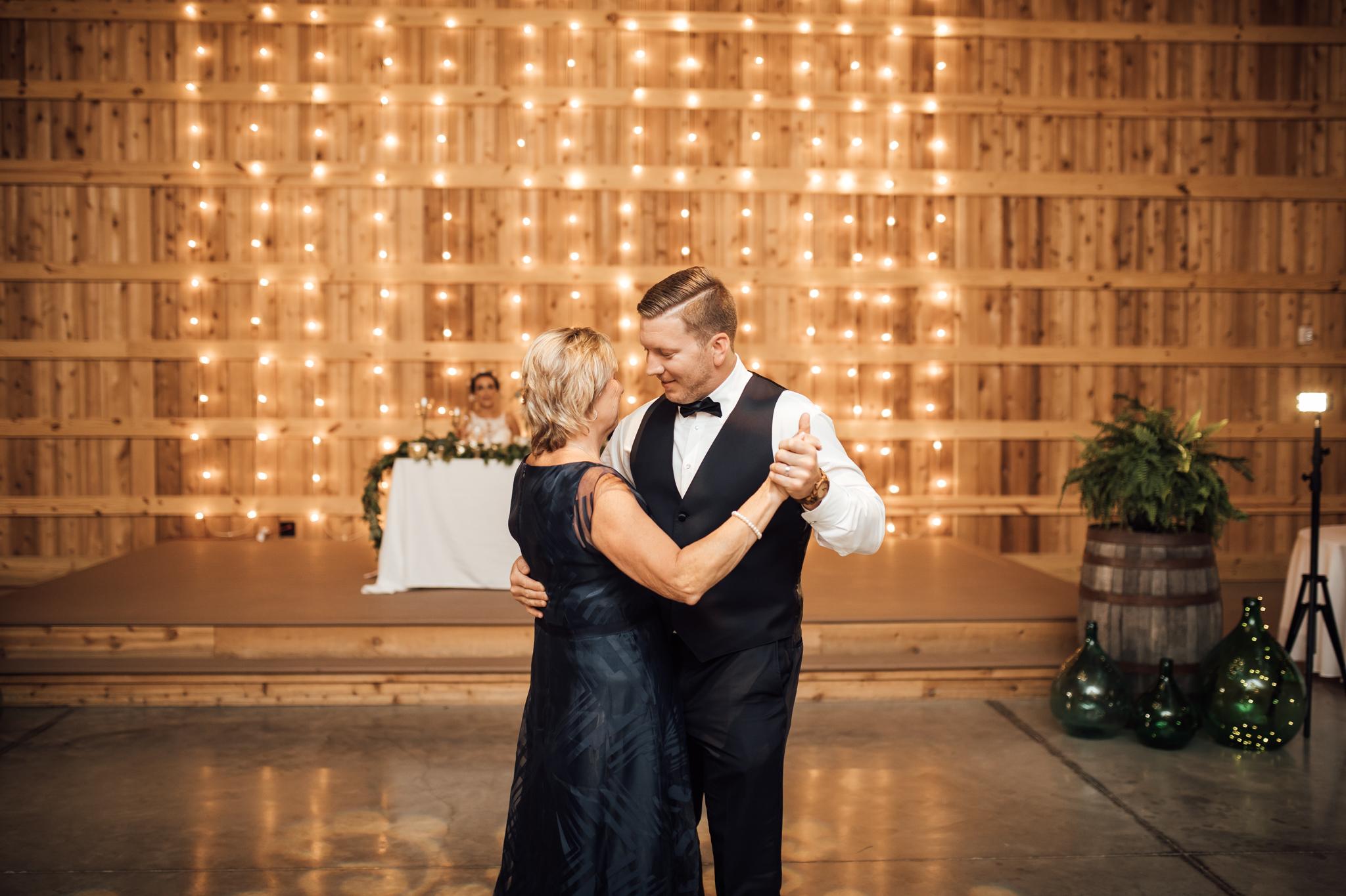 saddlewoodsfarms-nashville-wedding-photographer-thewarmtharoundyou-rustic-wedding (76 of 251).jpg