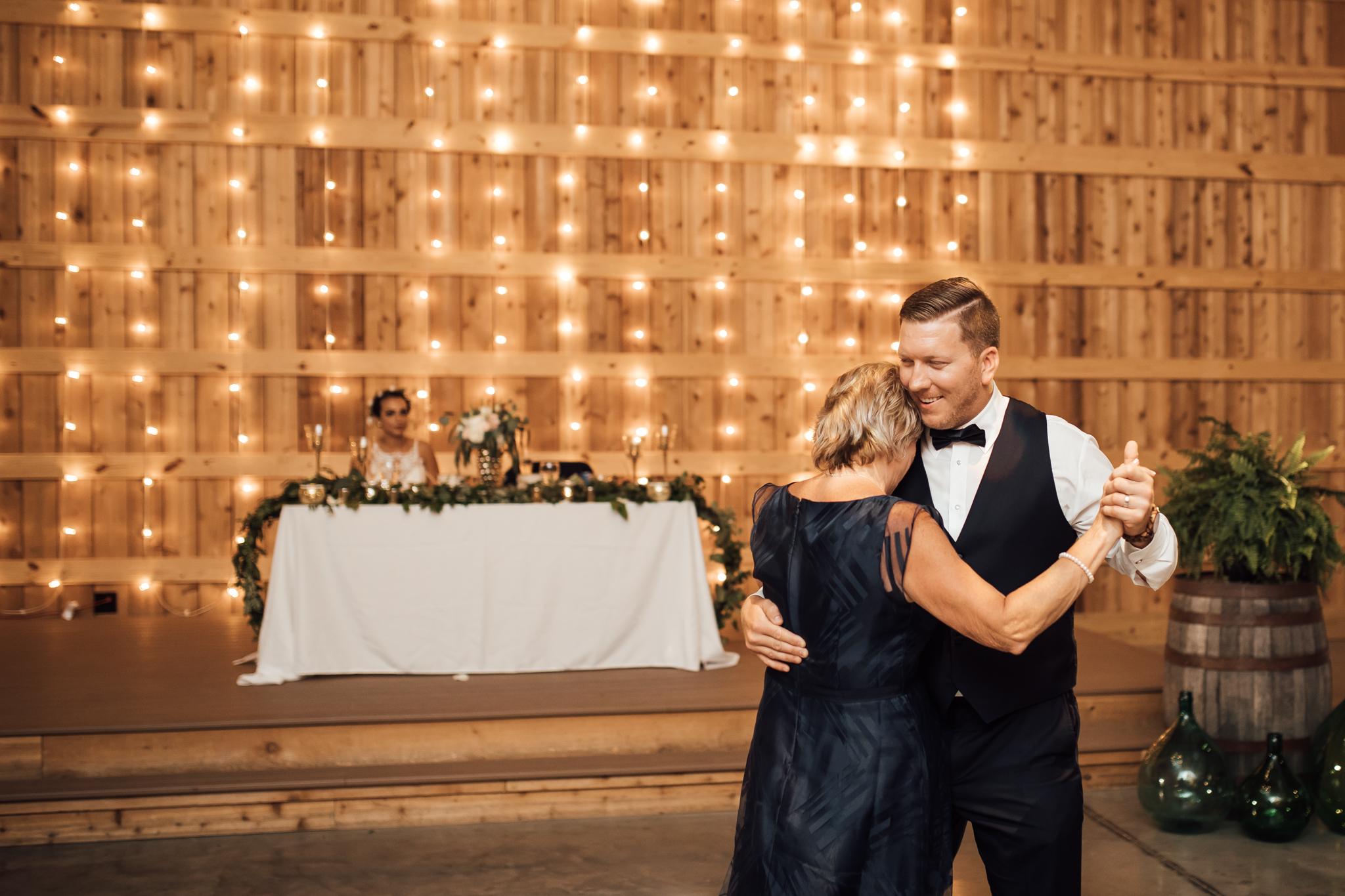 saddlewoodsfarms-nashville-wedding-photographer-thewarmtharoundyou-rustic-wedding (77 of 251).jpg