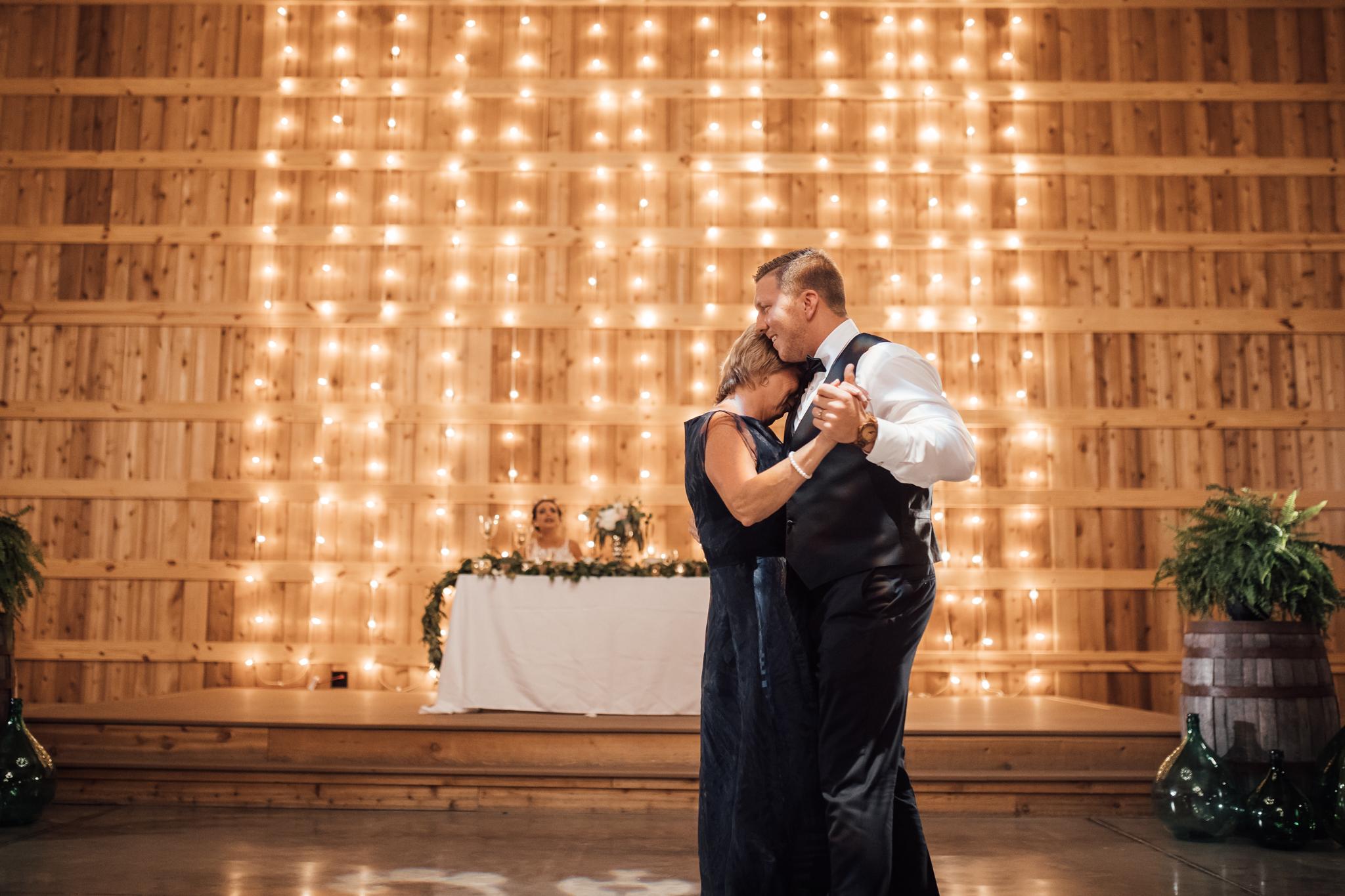 saddlewoodsfarms-nashville-wedding-photographer-thewarmtharoundyou-rustic-wedding (226 of 251).jpg