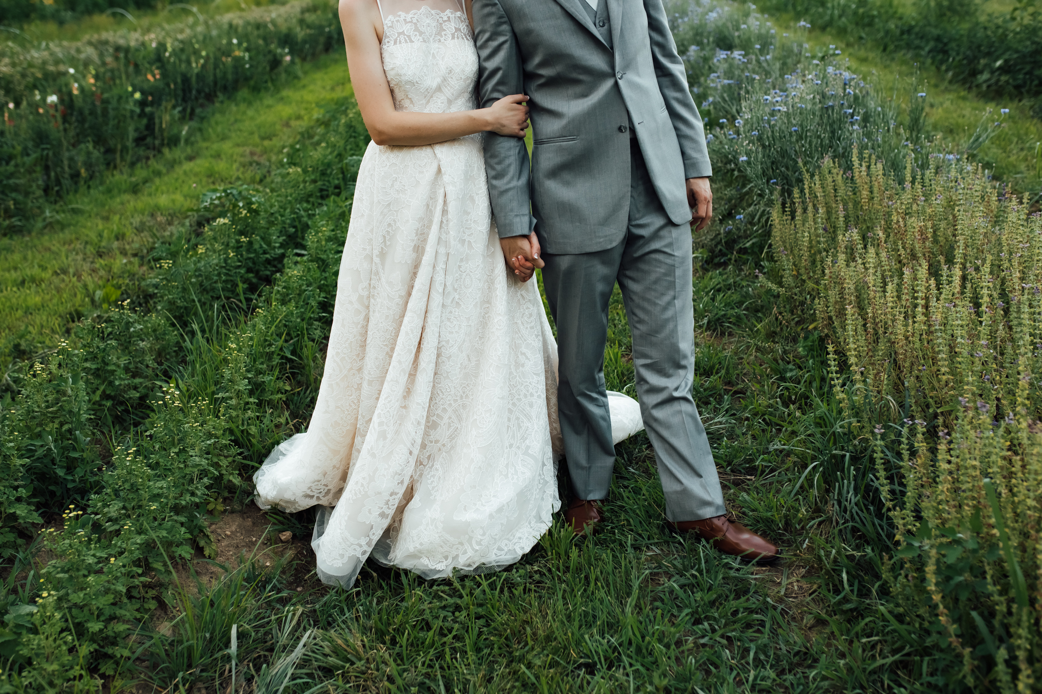ashville-wedding-photographers-thewarmtharoundyou--backyard-asheville-wedding-mountain-wedding (191 of 244).jpg
