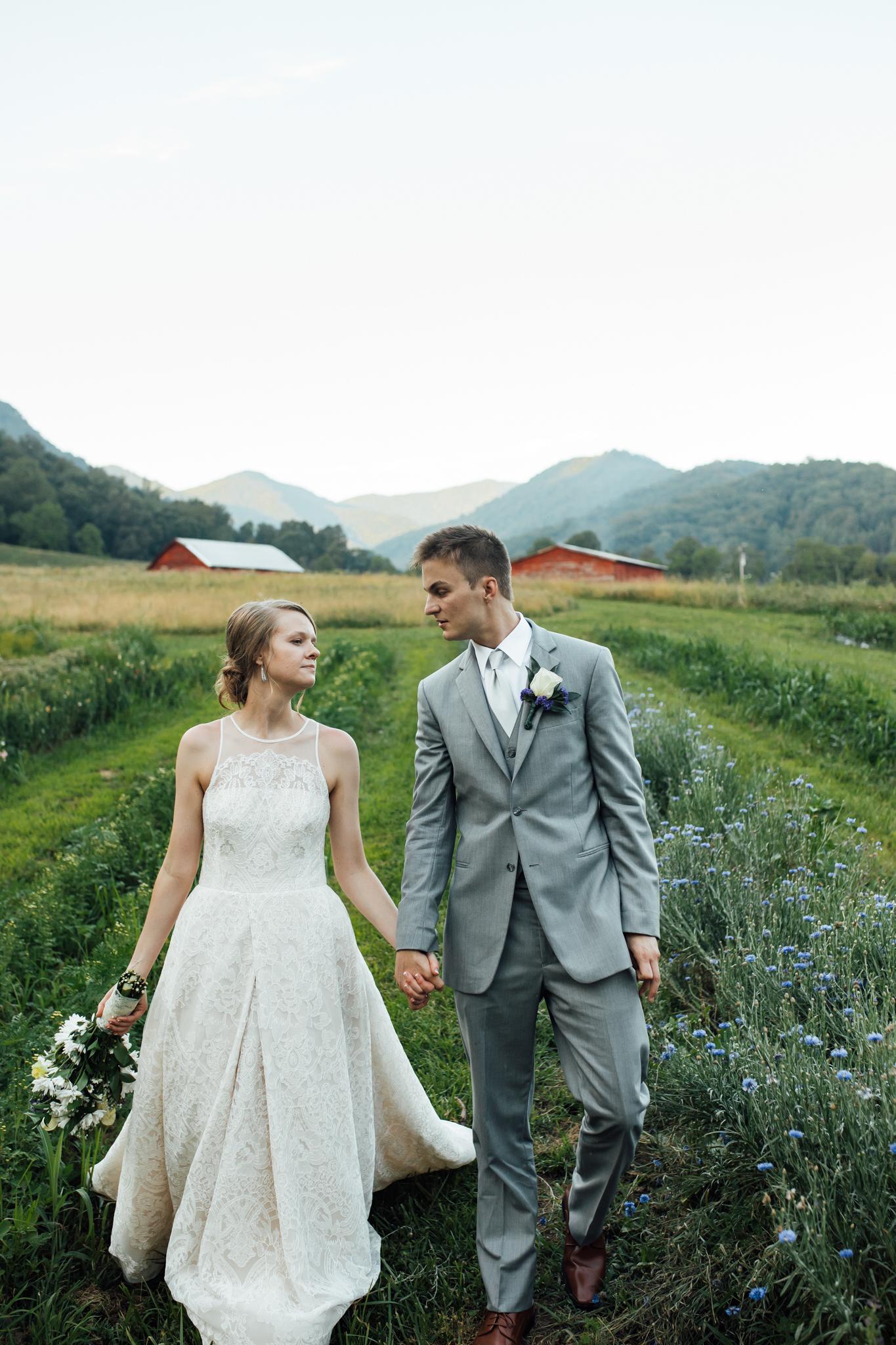 ashville-wedding-photographers-thewarmtharoundyou--backyard-asheville-wedding-mountain-wedding (187 of 244).jpg