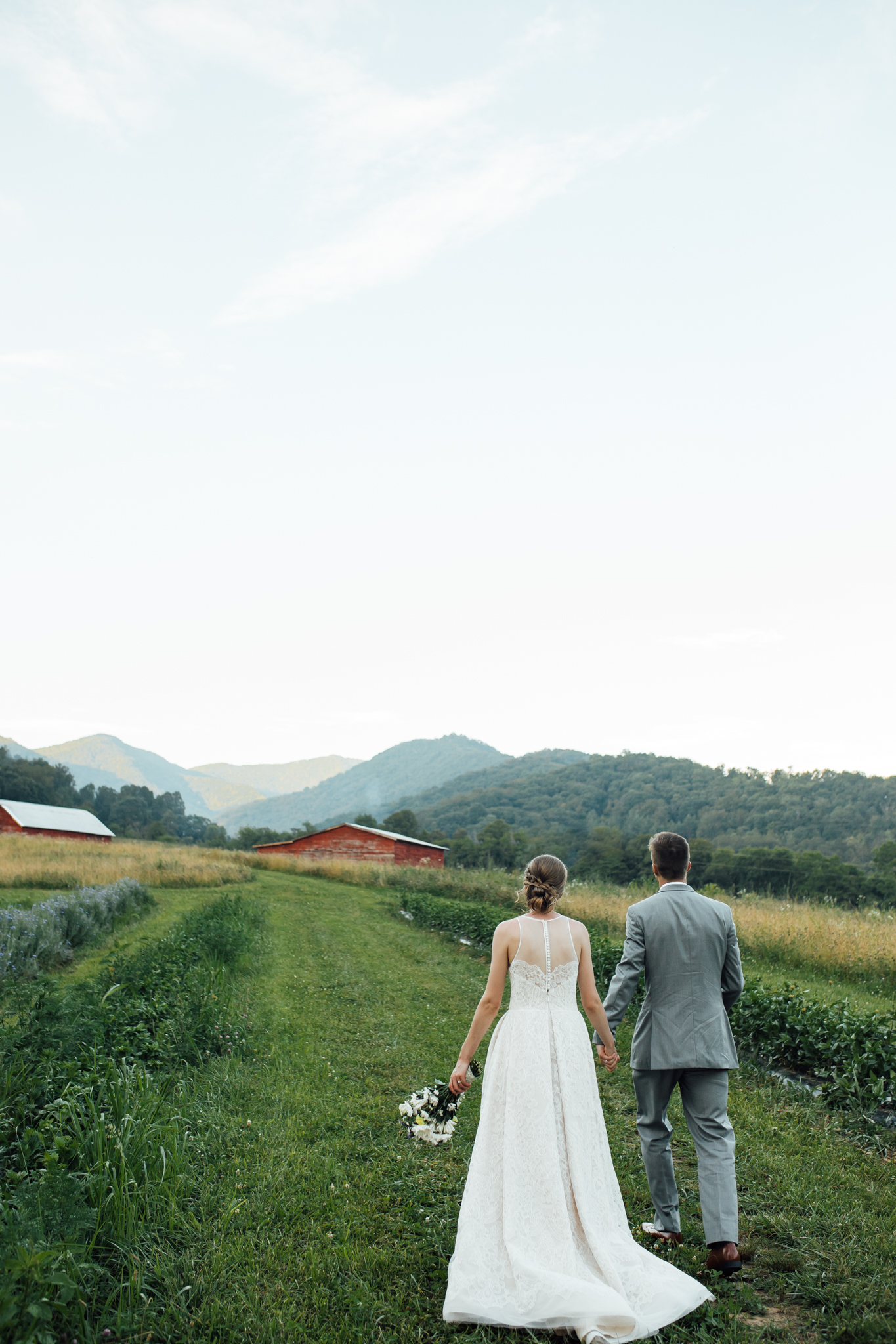 ashville-wedding-photographers-thewarmtharoundyou--backyard-asheville-wedding-mountain-wedding (198 of 244).jpg