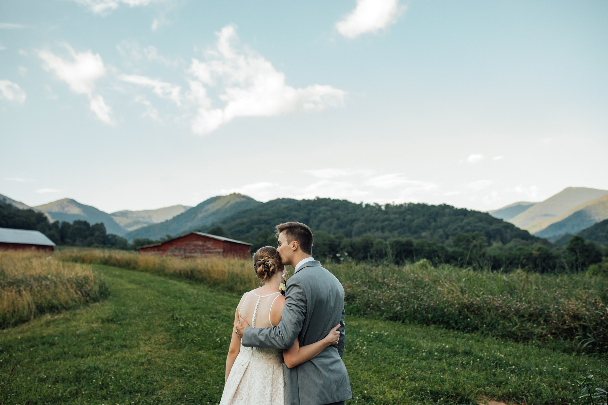 A Backyard Wedding At Ivy Creek Family Farm In Asheville North Carolina Hannah Michael Memphis Wedding Photographer