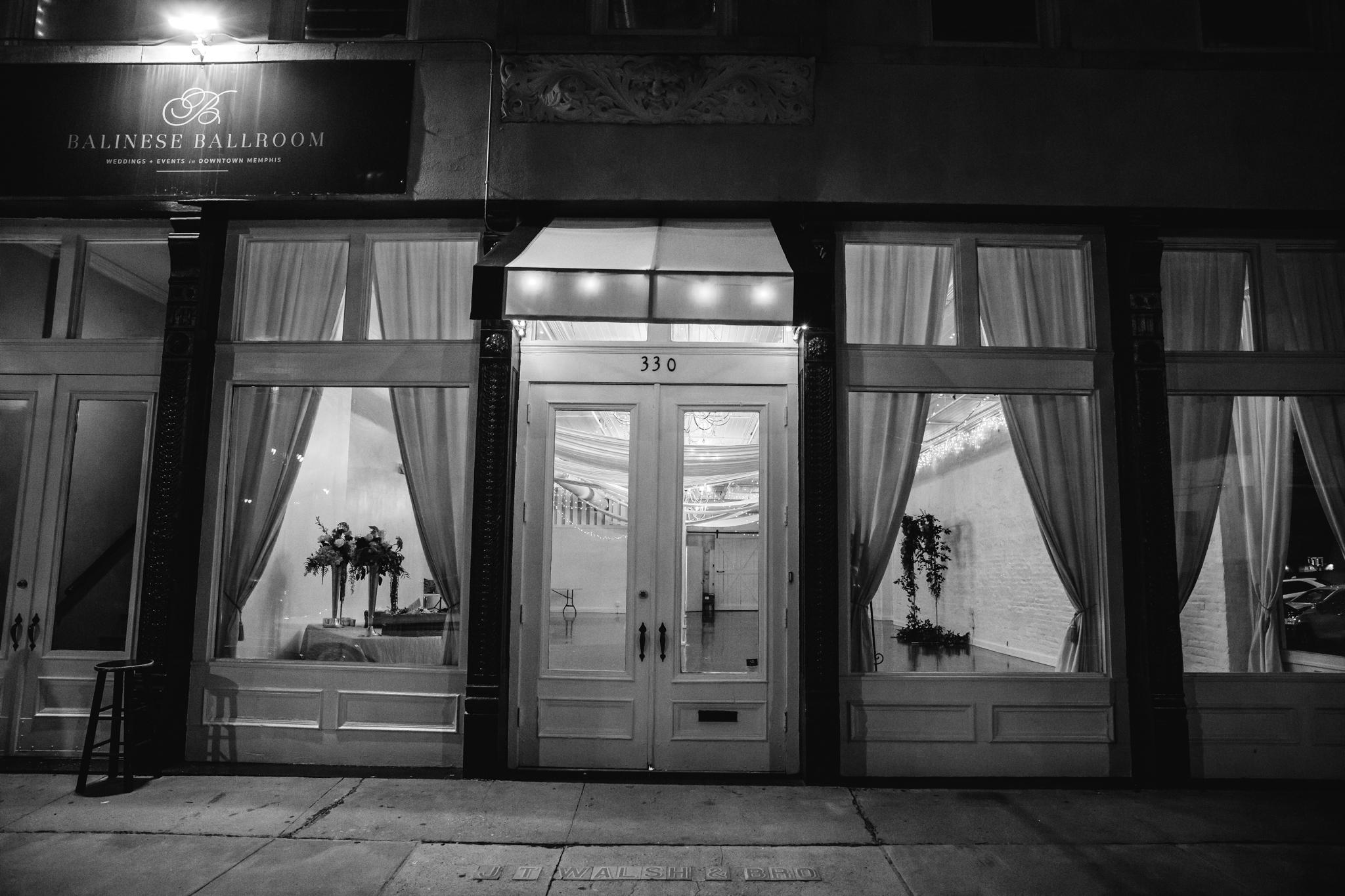 memphis-wedding-photographers-thewarmtharoundyou-ballinese-ballroom (217 of 232).jpg