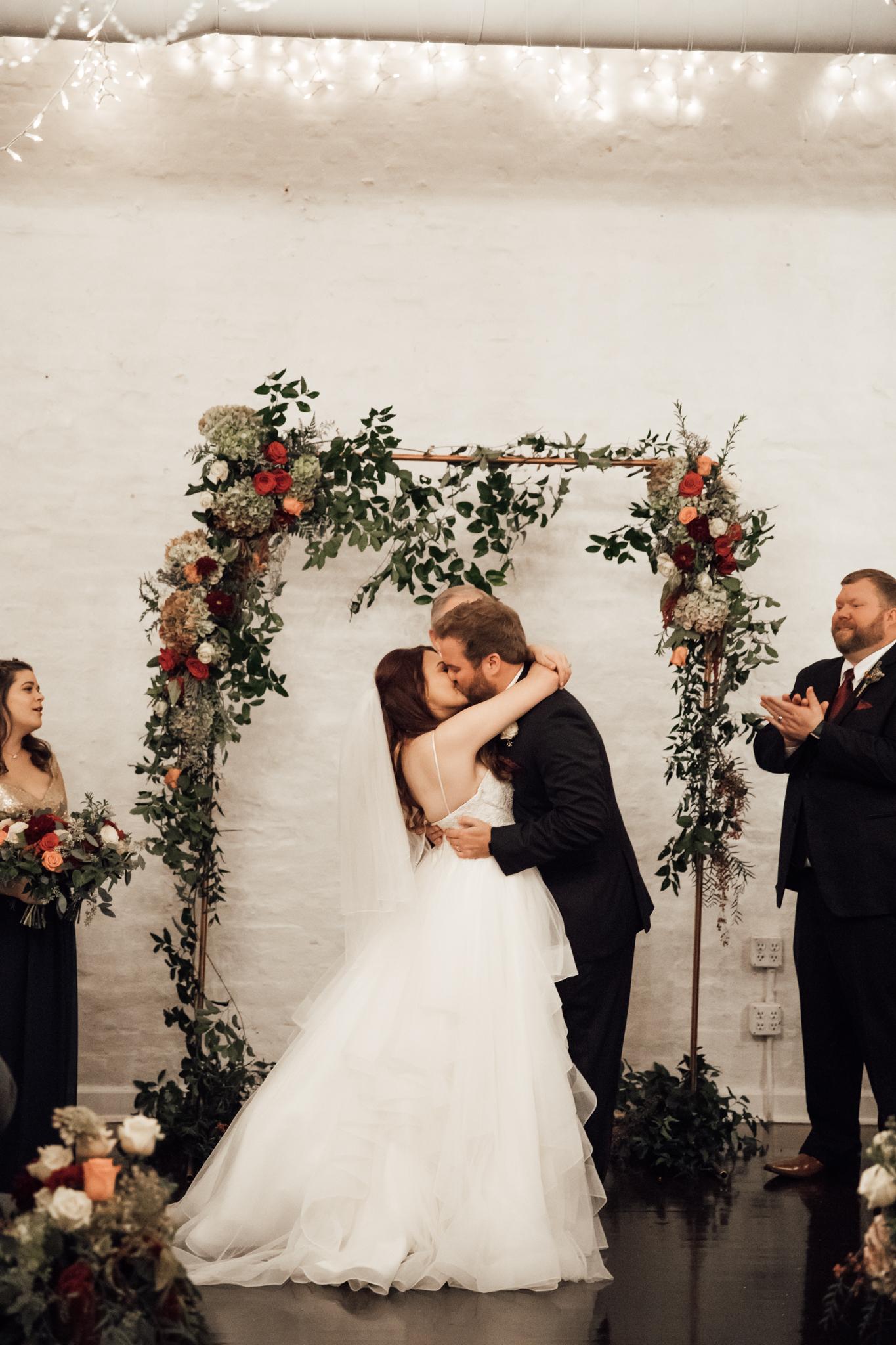 memphis-wedding-photographers-thewarmtharoundyou-ballinese-ballroom (157 of 232).jpg