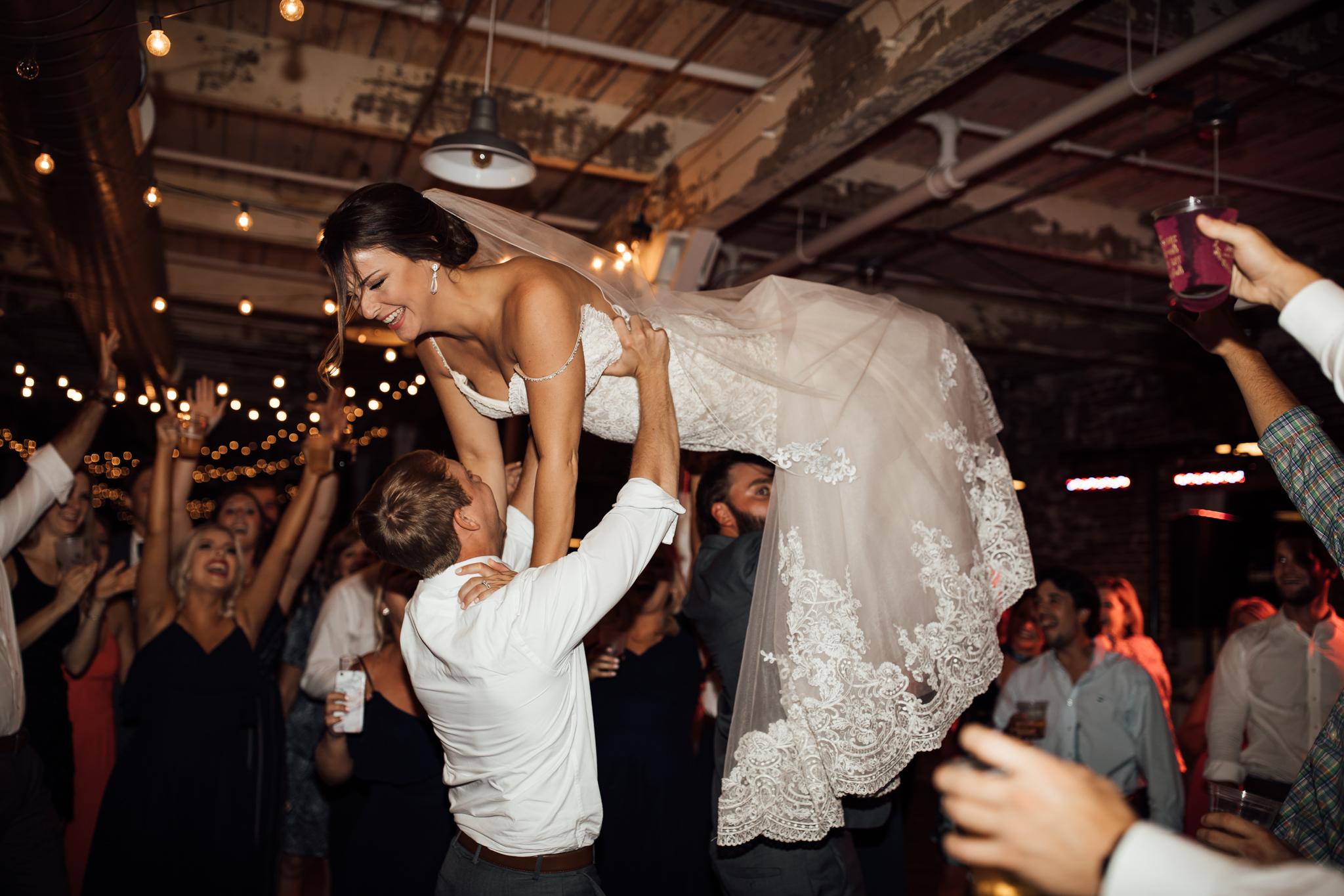 409smain-downtown-memphis-wedding-venue-thewarmtharoundyou (223 of 243).jpg