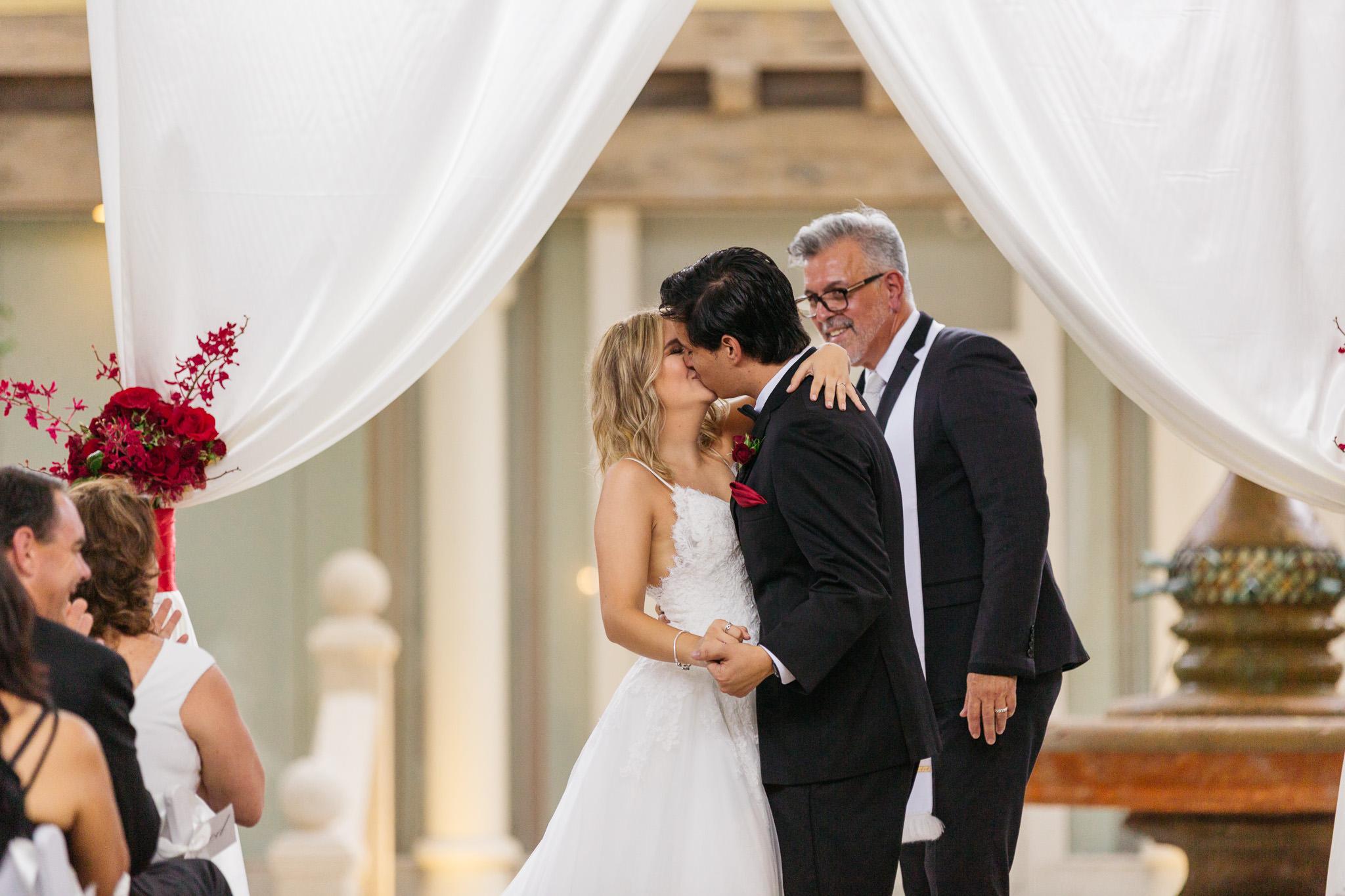 Sam+Ricardo_Wisconsin_Wedding_photographer-33.jpg