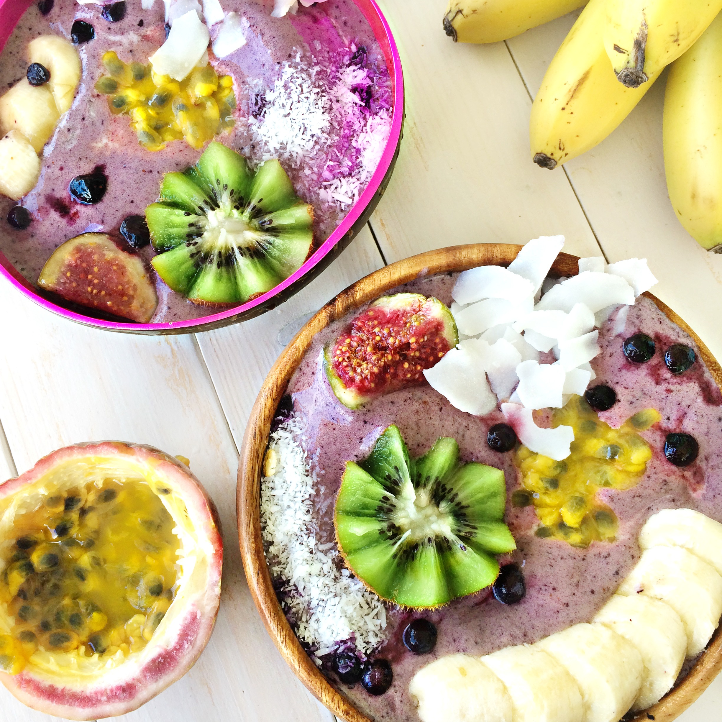 flat lay smoothie bowl
