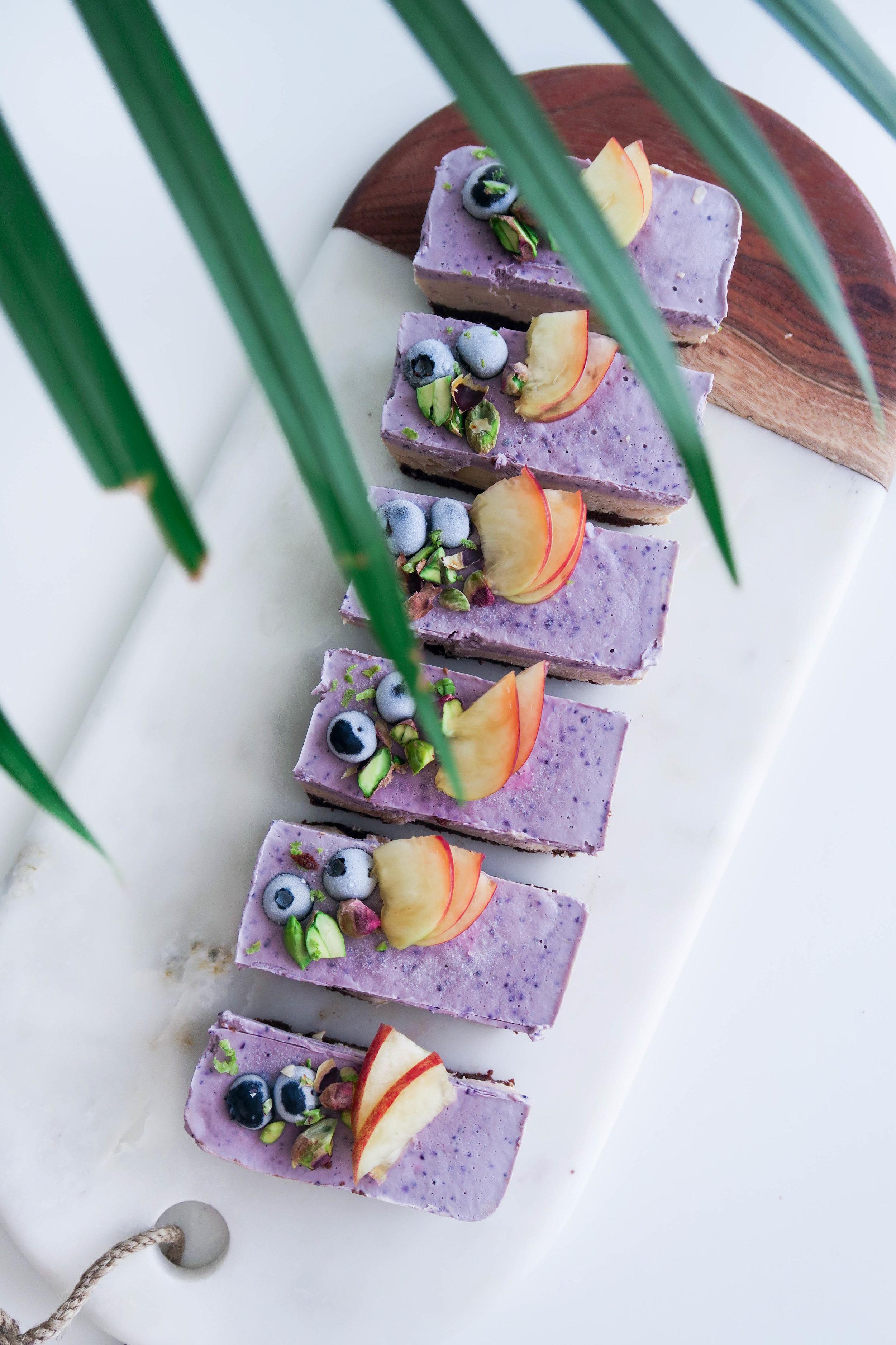Raw blueberries cheesecake vegan