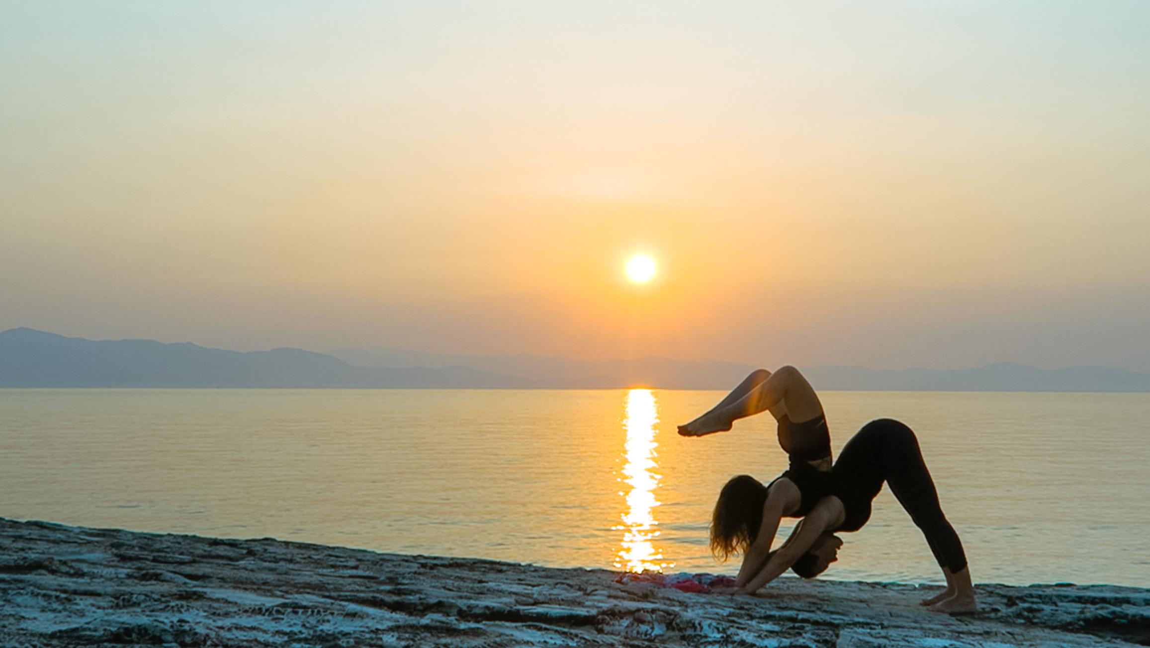 accro yoga amelietahiti sunrise