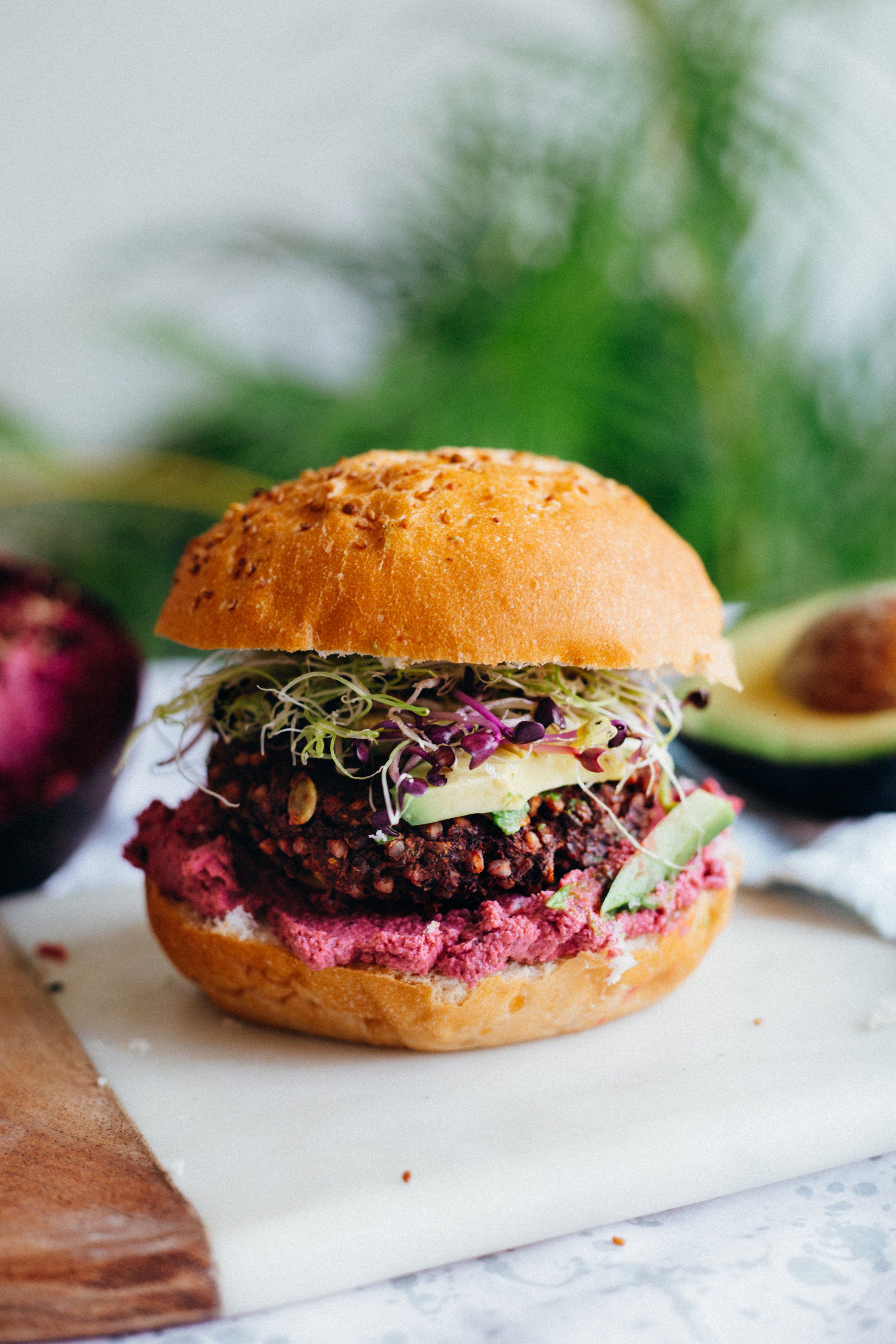 Pink Creamy Hummus & Vegan GF Buckwheat Burger - www.amelietahiti.com
