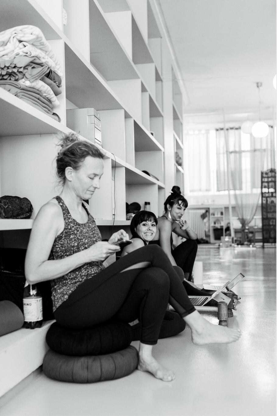 Yoga Teacher Training Paris - Amelietahiti12.png