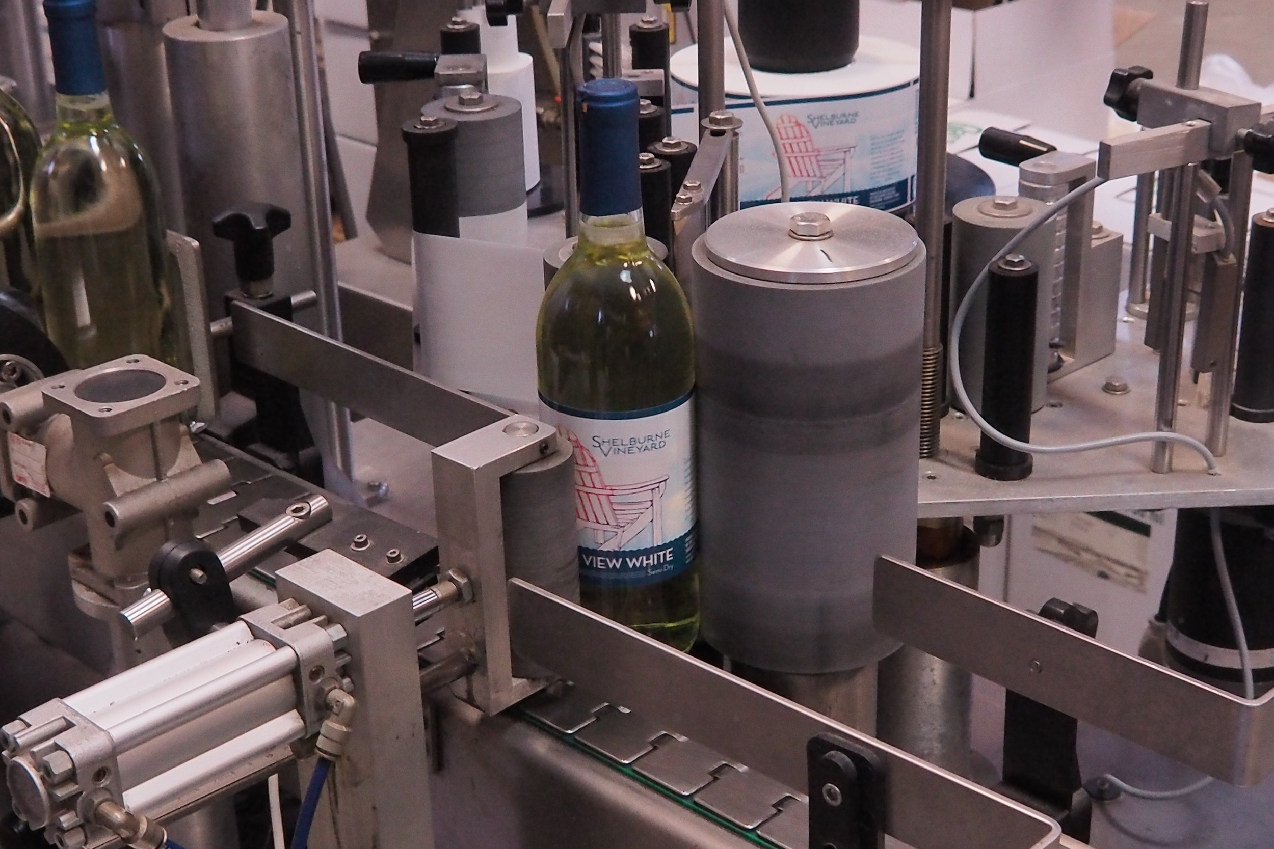 Bottling Lake View White wine
