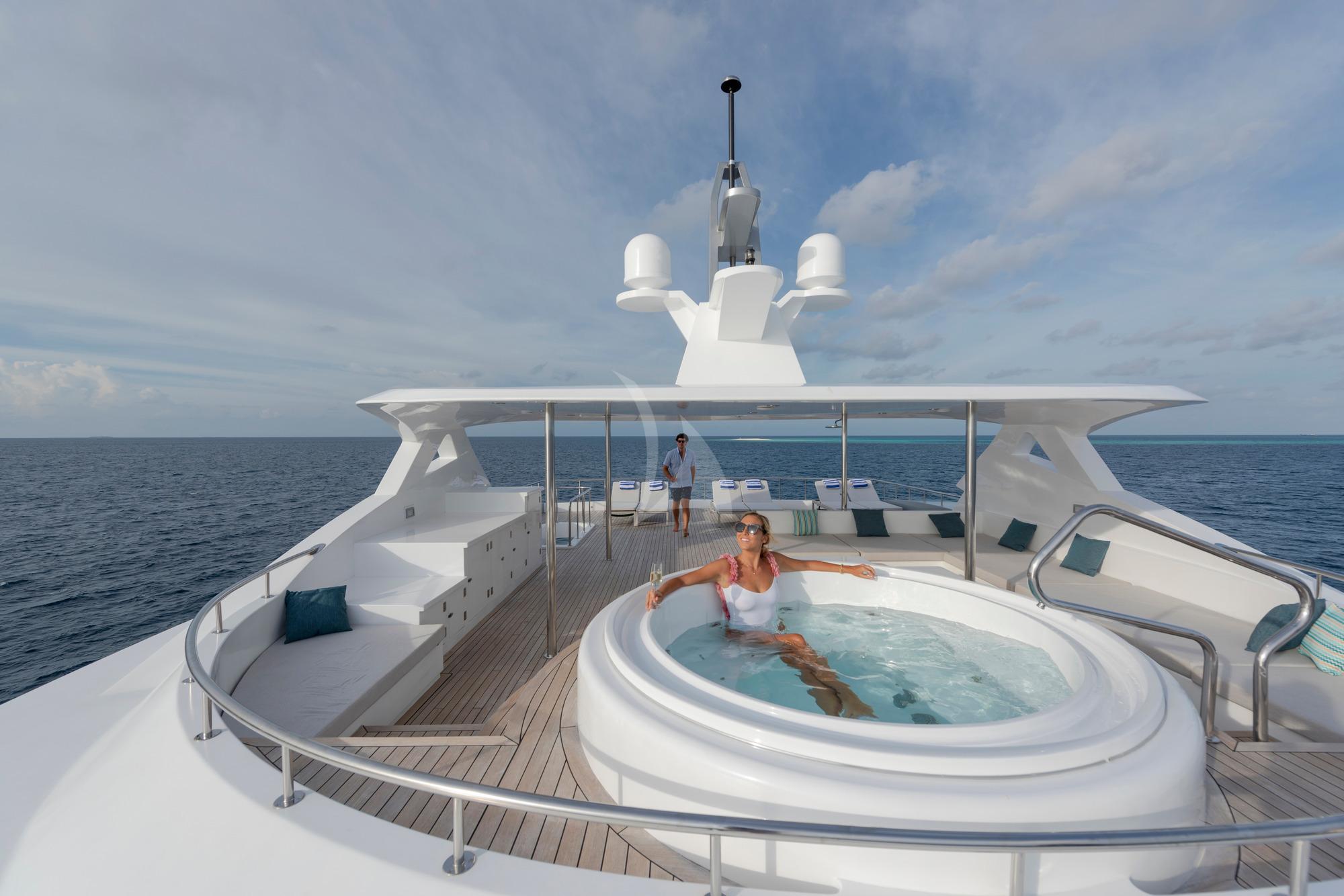 Aluguel de barco Maldivas, passeio de barco em Maldivas, Iate Maldivas, Yacht Charter Maldives