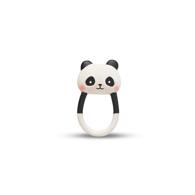 🐼 Kori the panda is Lanco and Wanatoy bestseller as the 1st toy for your baby. 👀 Its contrasted black and white colors are perfect for visual stimulation. 👐🏽 Its shape is ideal for tiny hands and it's lightness makes it a perfectly safe teether. ✨ It's texture helps the teething process and it's light sound makes of it the most complete teether. 🌿 It's made of natural rubber : light, safe, toxic-free and sustainable.  #lancotoys #wanatoy #zoeborganic #newborn #preemies #preemitoy #bestsellertoy #firsttoyforbaby #handmade #naturalrubber #childdevelopment #teether