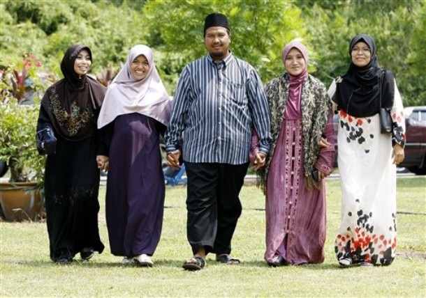 Polygamy: when more is more