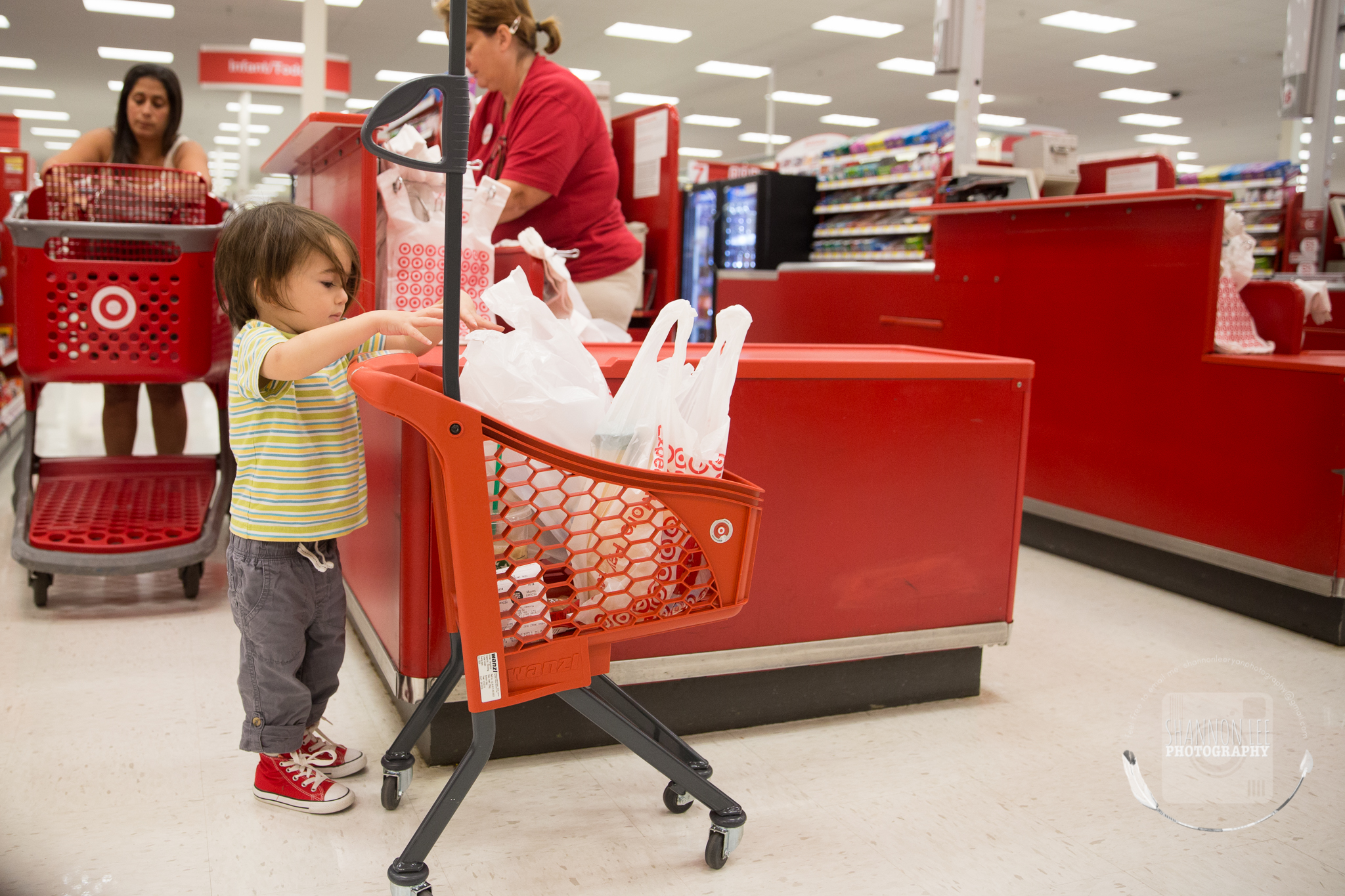 target-little-red-shopping-cart-shannon-lee-photography-long-island-New-York-1092.jpg