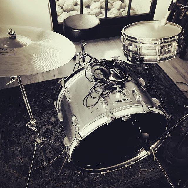 #drumlife #recording #electrovoice on the snare #vintagemic #drumrecording #groovetubes #slingerland #1970svintage