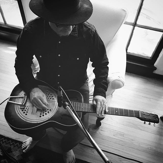 Recording Day. #dobro #blackgrass #homestudiorecording #newrecording @johnchamberlinjohnchamberlin killing it on dobro.  Remixes by American Horror Story @cesardavilairizarry and Elouise coming April 20th on iTunes and cdbaby. #transmigration #blugrassmusic #blackgrass #elouise #altbluegrass #illflyaway #johnnycash #ringoffire #americanamusic #vintagerecord #americanhorrorstory #americanastyle #earlscruggs #studiolife