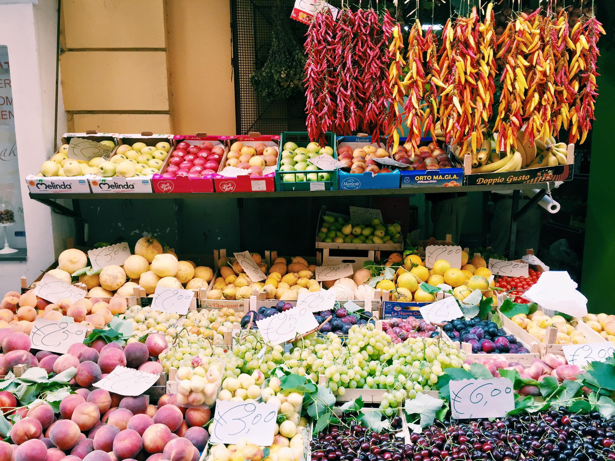 Produce stand in Sorrento
