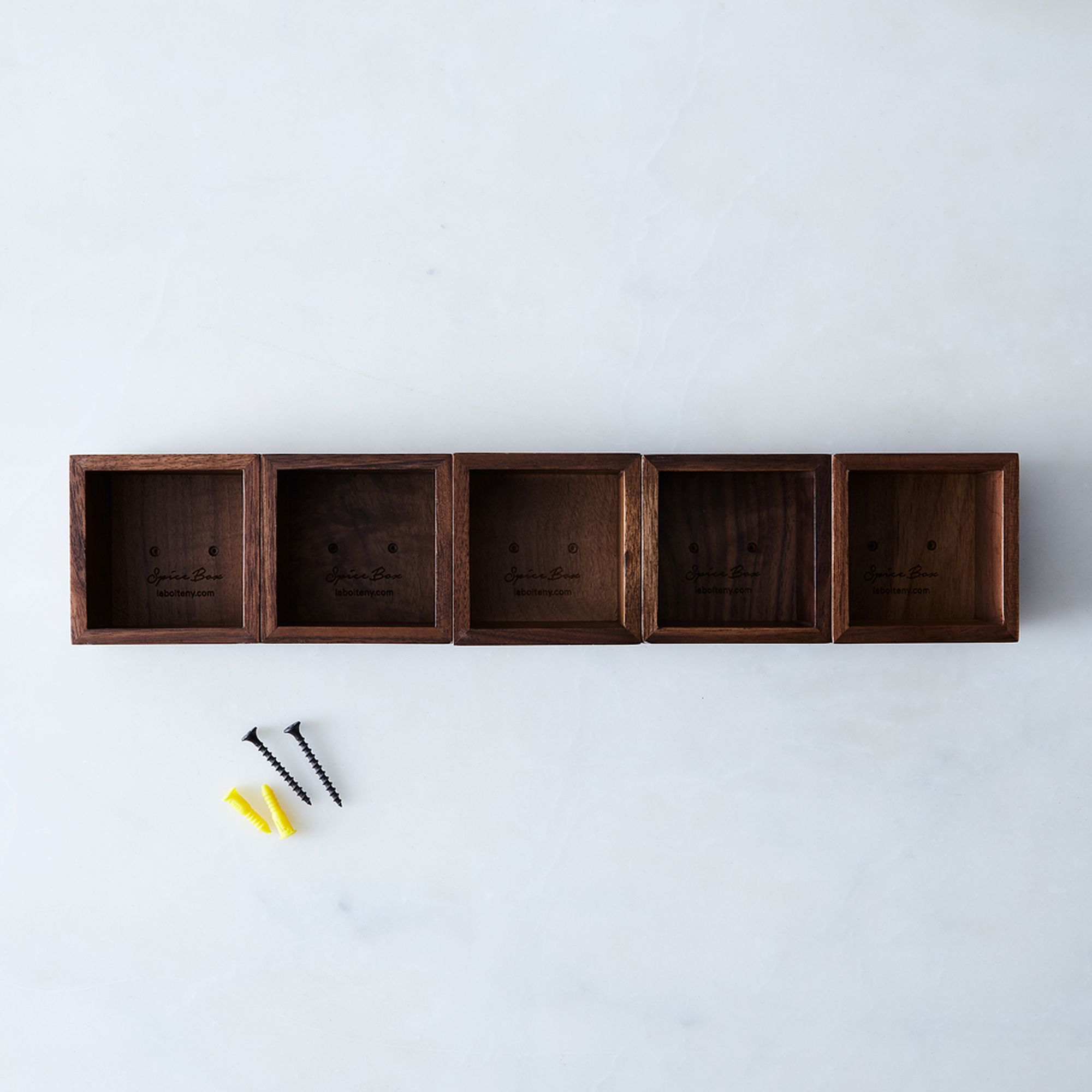 02b45f1c-8d02-4b0b-96cd-b1aa270c3d16--2017-0328_la-boite_modular-magnetic-walnut-spice-rack_no-spices_set-of-5_silo_rocky-luten_006.jpg