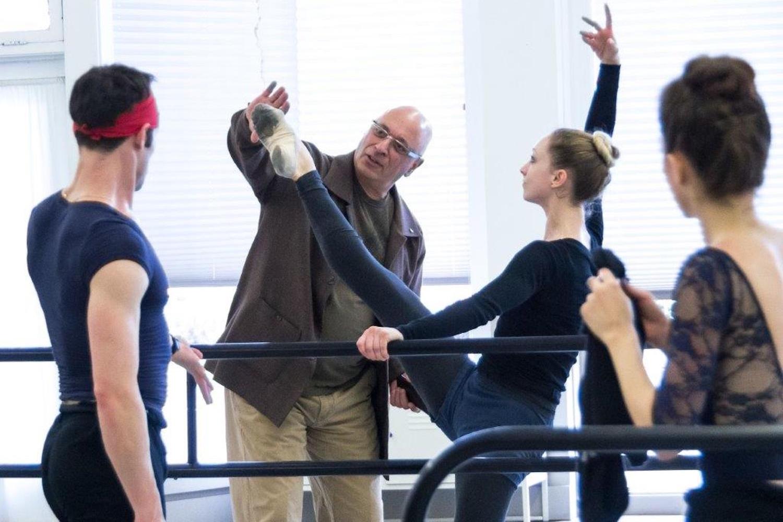 menlowe_ballet_guest_choreographer_dennis_nahat_company_class.jpg