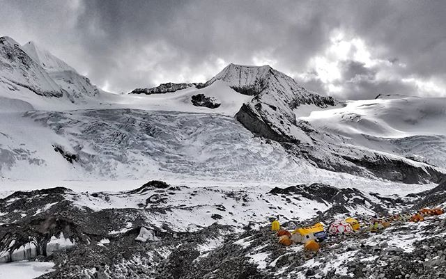 What does 2 tons of equipment look like once carried by 45 yaks to almost 19,000 feet? Thanks to @alpenglowexpeditions and our stellar team of Sherpa, it ends up looking like this! And with big winds predicted for the mountain from the 5th-10th, we're going to need this infrastructure to stay warm and safe. But first, we're going to try to squeeze in a quick strike to 7000 meters. #RapidAscent #ChoOyu #everest2018