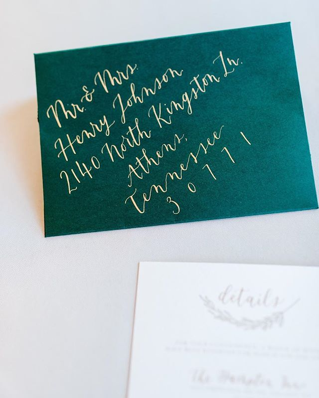 Envelope calligraphy is some of my favorite. Keep me in mind when wedding season comes!! 📷: @nelya_photos  #weddingcalligraphy #envelope