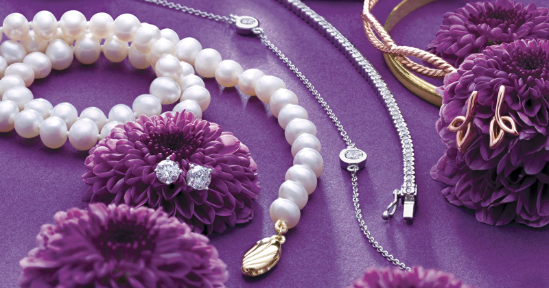 Valentines-Day-Jewelry-Trends-Classic-Pearls.jpg