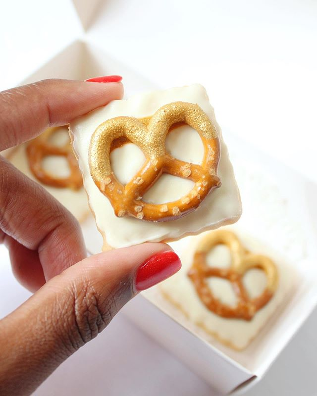 So, you agree... ⠀⠀⠀⠀⠀⠀⠀⠀ ⠀⠀⠀⠀⠀⠀...you think you're really pretty? ⠀ ⠀  white chocolate dipped pretzel shortbread