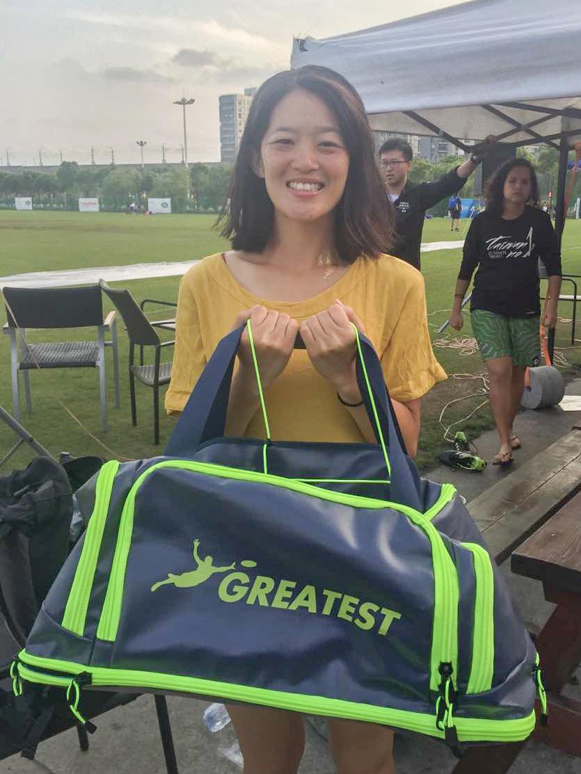Kat Tse accepts the Greatest Bag on behalf of Finals MVP Tomoko Iwago