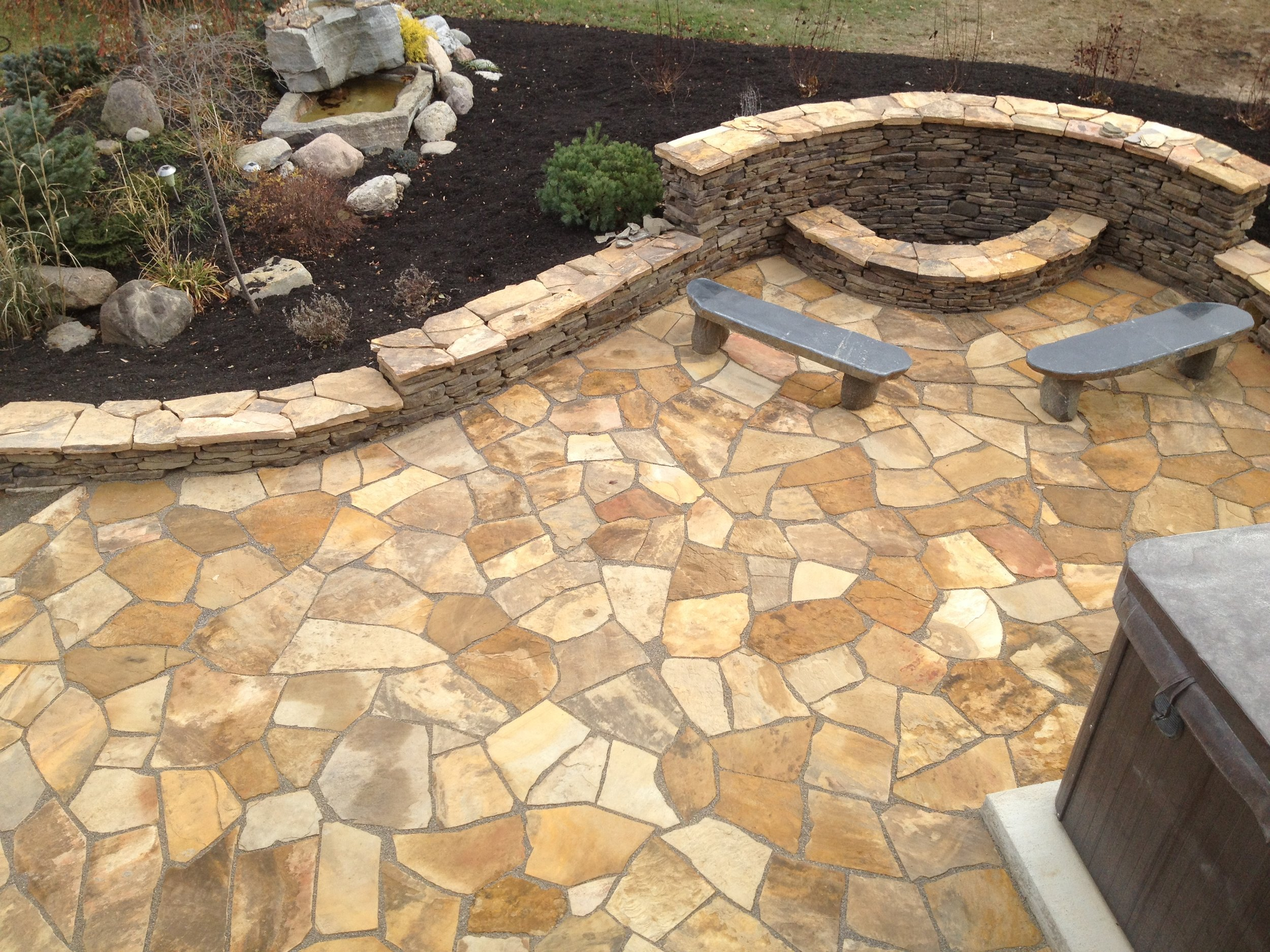 Flagstone_Patio_Fire_Pit_and_Wall.JPG