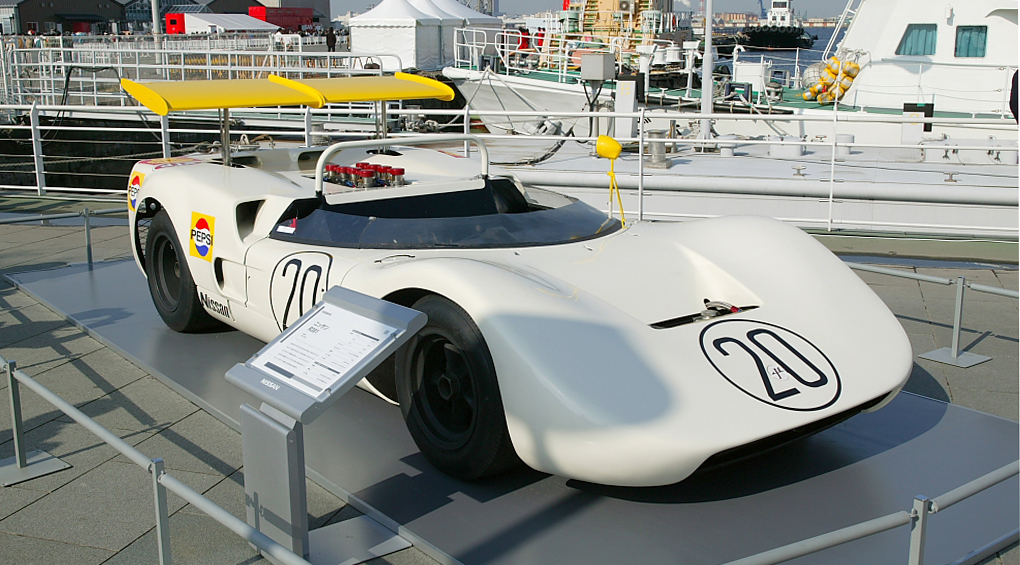 Nissan R381 with active split element rear wing. Image credit Tennen-Gas - This file is licensed under the Creative Commons Attribution ShareAlike 3.0 License