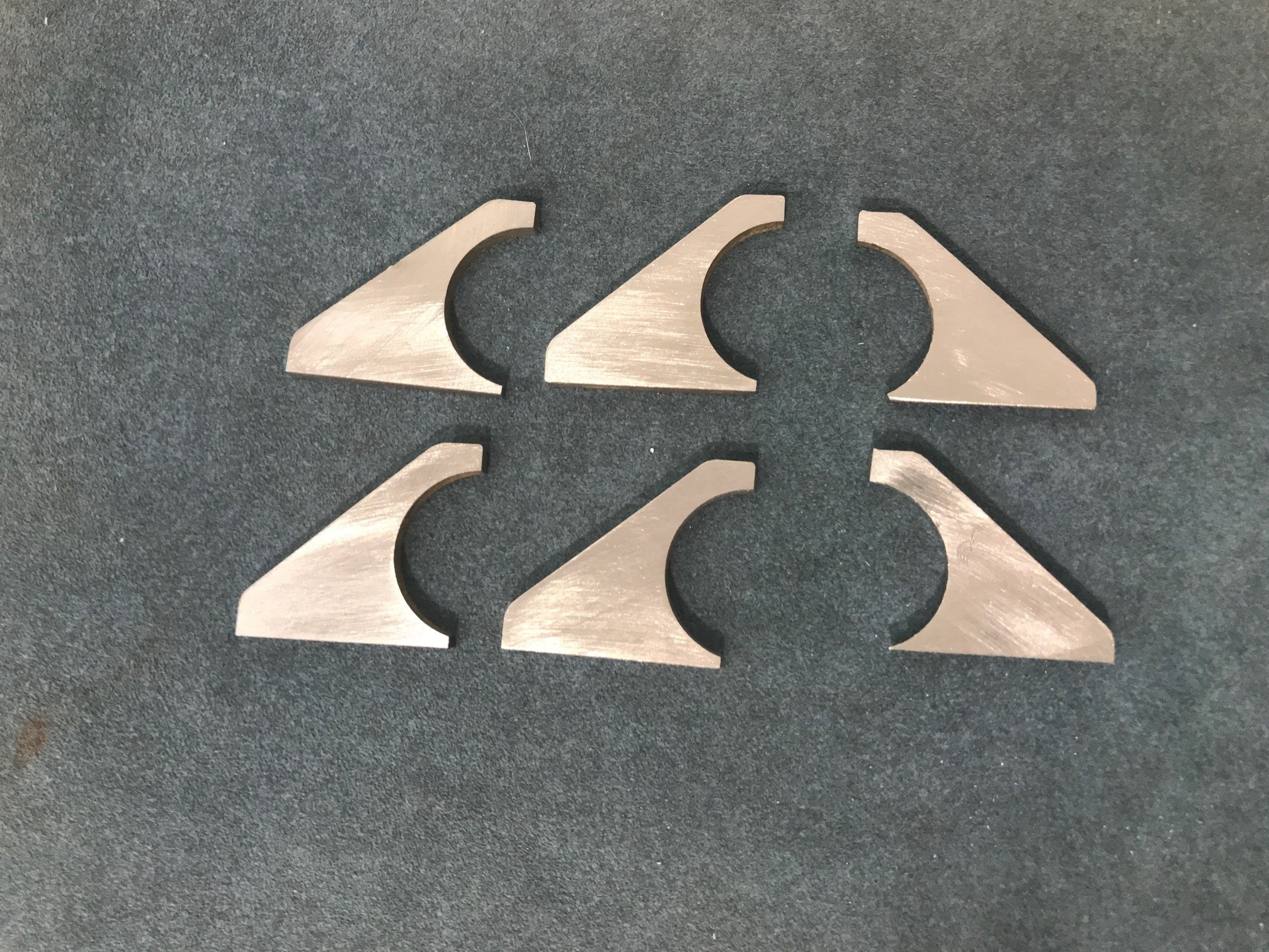 End gussets on left, middle gussets on right