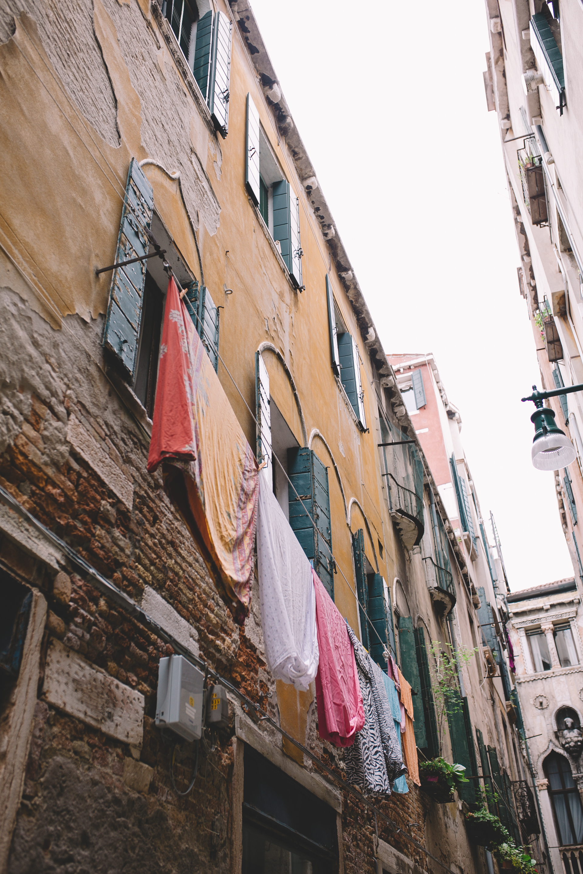 Blog Venice Italy Streets with Laundry  (4 of 5).jpg