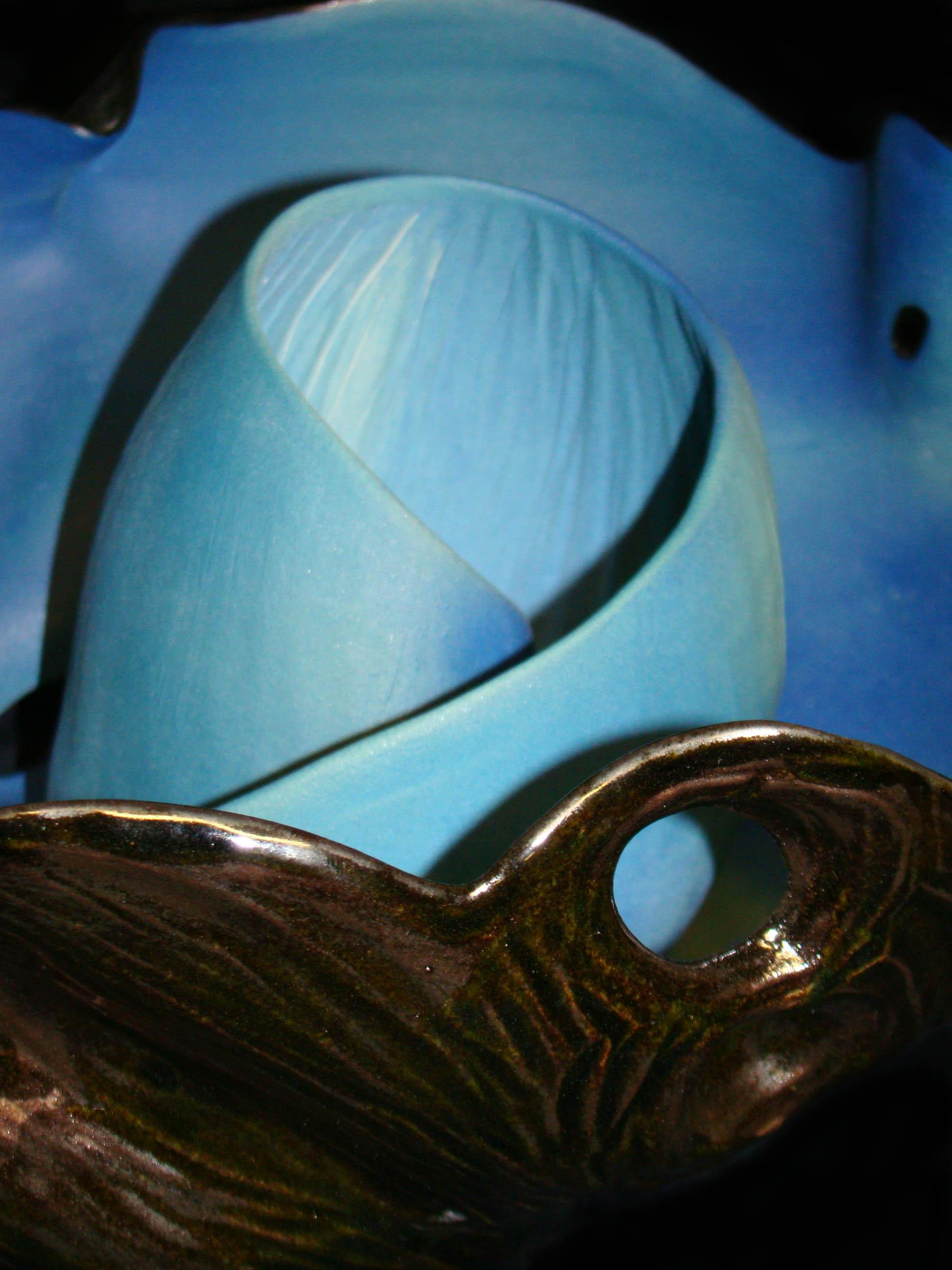 Blue_spiralling_flower_ceramic.JPG