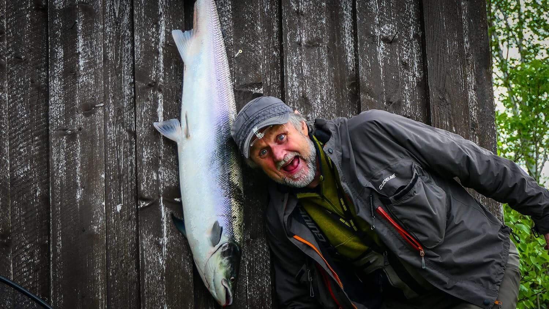 2 glade lakser på Fuldseth. Thomas Larsen med hittil største, 101 cm 11 kg. Foto: Jon Erlend Sundnes.
