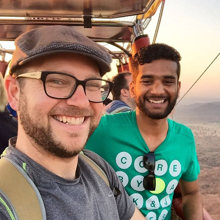 Hanging out with my friend, Mo, 1500 feet in the air! No big deal 😄 #travel #india #jaipur #skywaltzjaipur #hotairballoon  (at Jaipur, India)