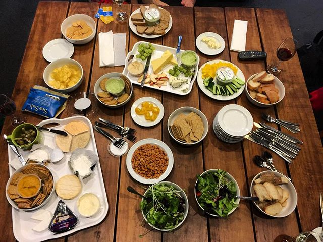 Sometimes the very best experiences are unplanned :) Had a wonderful meal full of nibbles with the rest of my group at the lovely #newzealand #nz #hanmersprings #driftersinn #goodcompany #social #food #wineandcheese #fun #thelittlethings