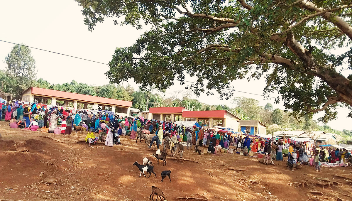 Market-place-in-Saja-the-main-town-of-Yem.jpg