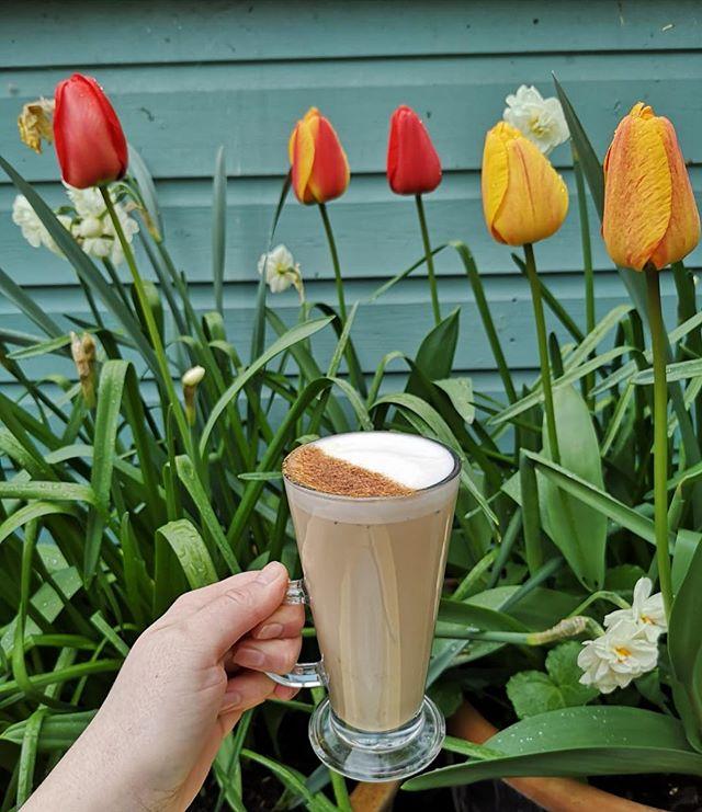 Chai latte anyone? 😍🌷 . . . . #spring #springtime #sun #sunny #summer #summertime #chailatte #tulips #newcross #newcrossgate #coffee #lovecoffee #cafe #garden #flowers #tasty