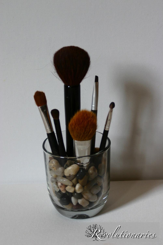 makeupbrusheswhite.jpg