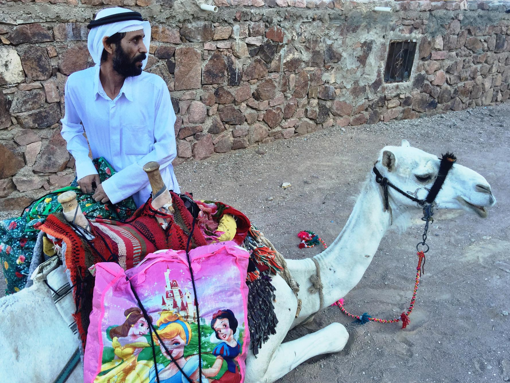 Mohamed loading his camel to collect crafts