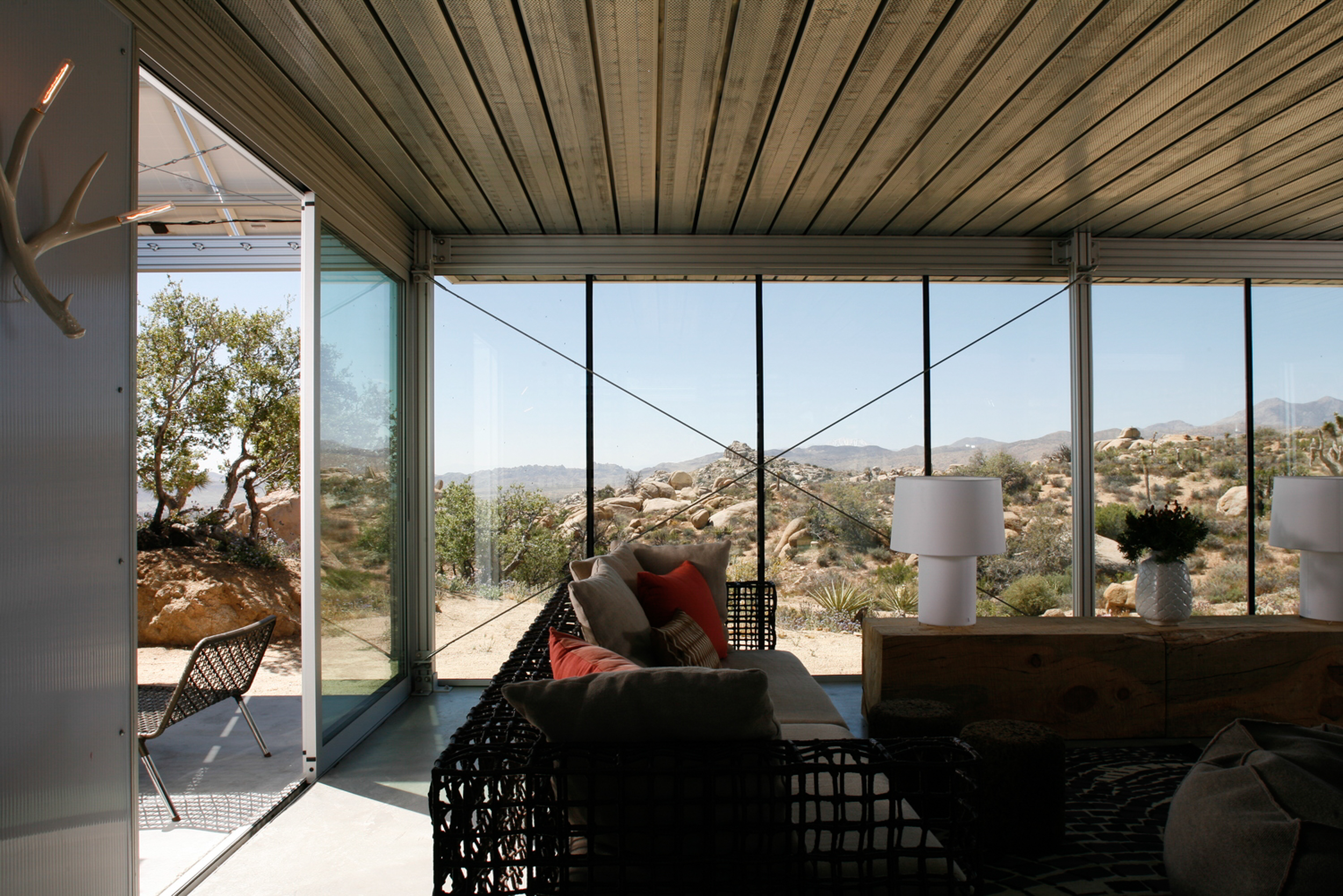 Off Grid IThouse-2.jpg