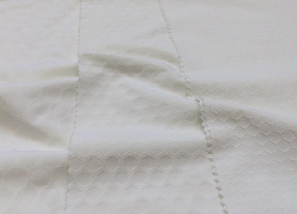 Taiana Kinetech 75% polyester, 25% elastane © Anne Prahl